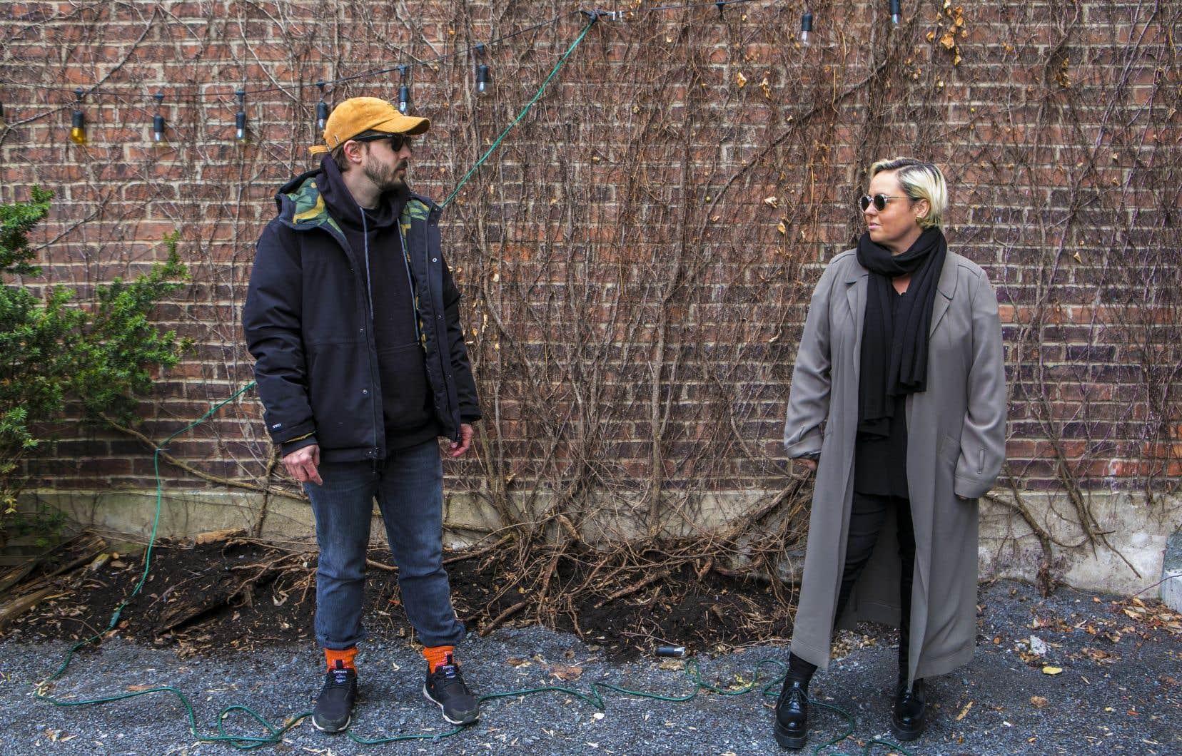 Bien sûr qu'Ariane Moffatt et son ami et complice musical depuis l'enregistrement de son album «22h22», Étienne Dupuis-Cloutier, se sont posé la question: ce premier disque de leur projet SOMMM, ils le sortaient en pleine pandémie ou pas?