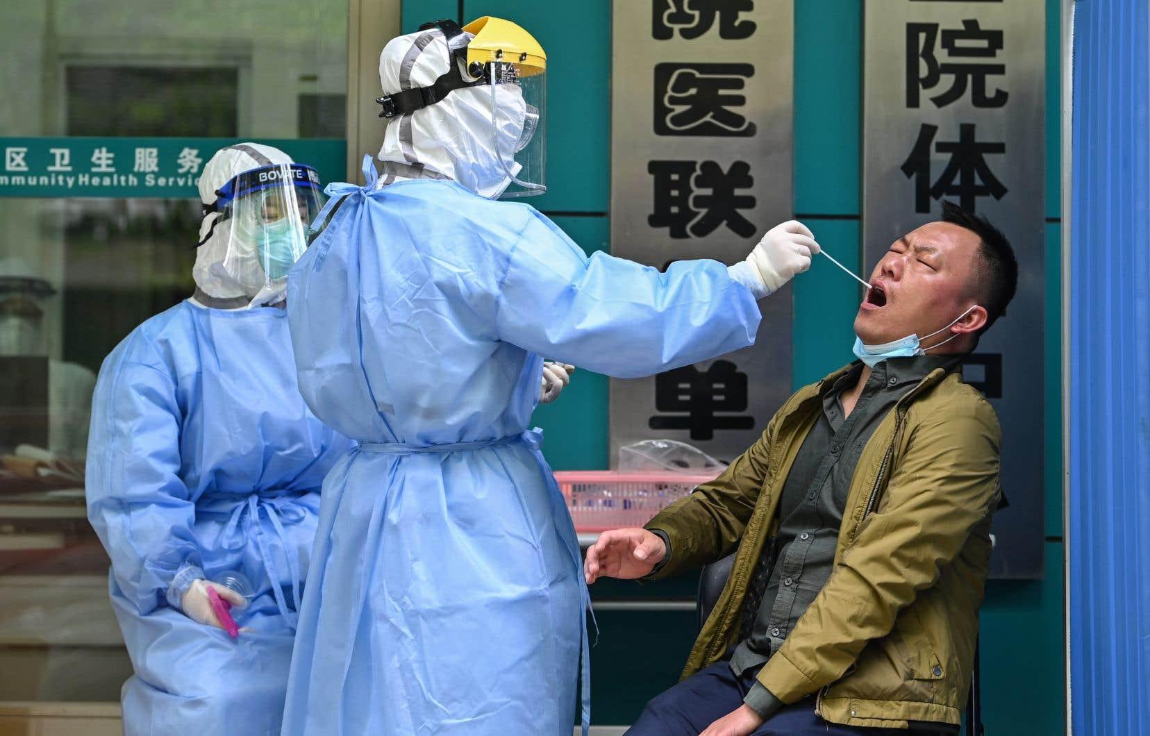 La ville de Wuhan explique que, jusqu'à présent, les statistiques officielles ne prennaient en compte que les personnes décédées à l'hôpital.