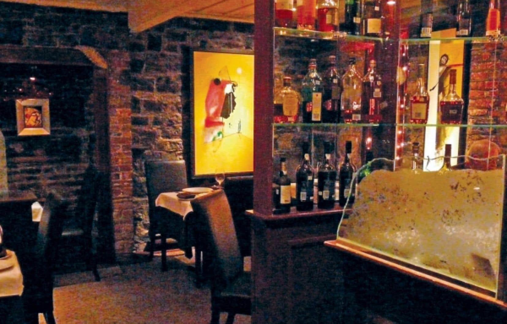 Le Patriarche, dans le Vieux-Québec, est un restaurant exceptionnel, de l'accueil à la présentation des mets en passant par le service aux tables.<br />