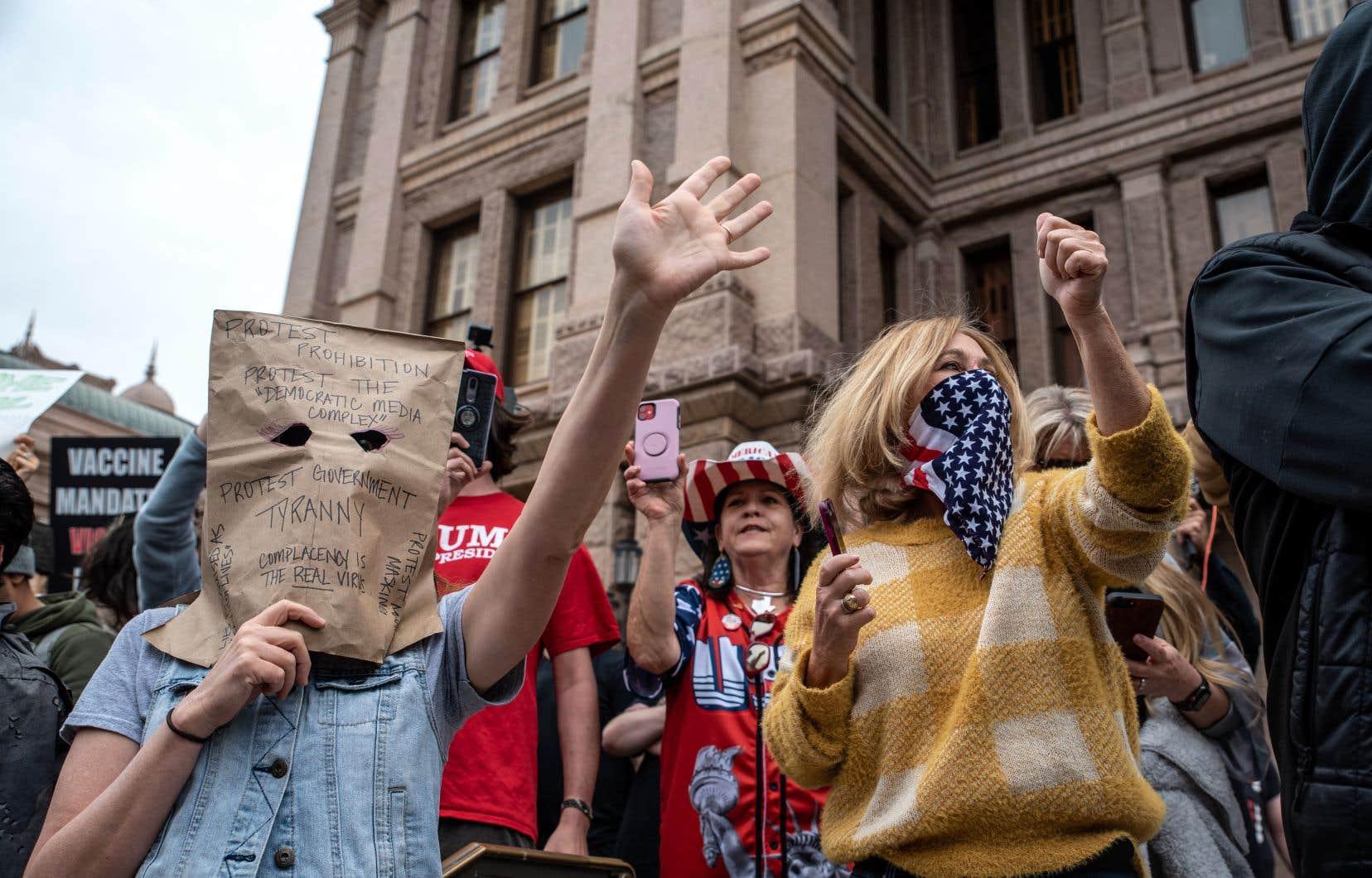 Les manifestations se sont multipliées depuis huit jours dans certains États américains pour dénoncer un confinement jugé excessif.