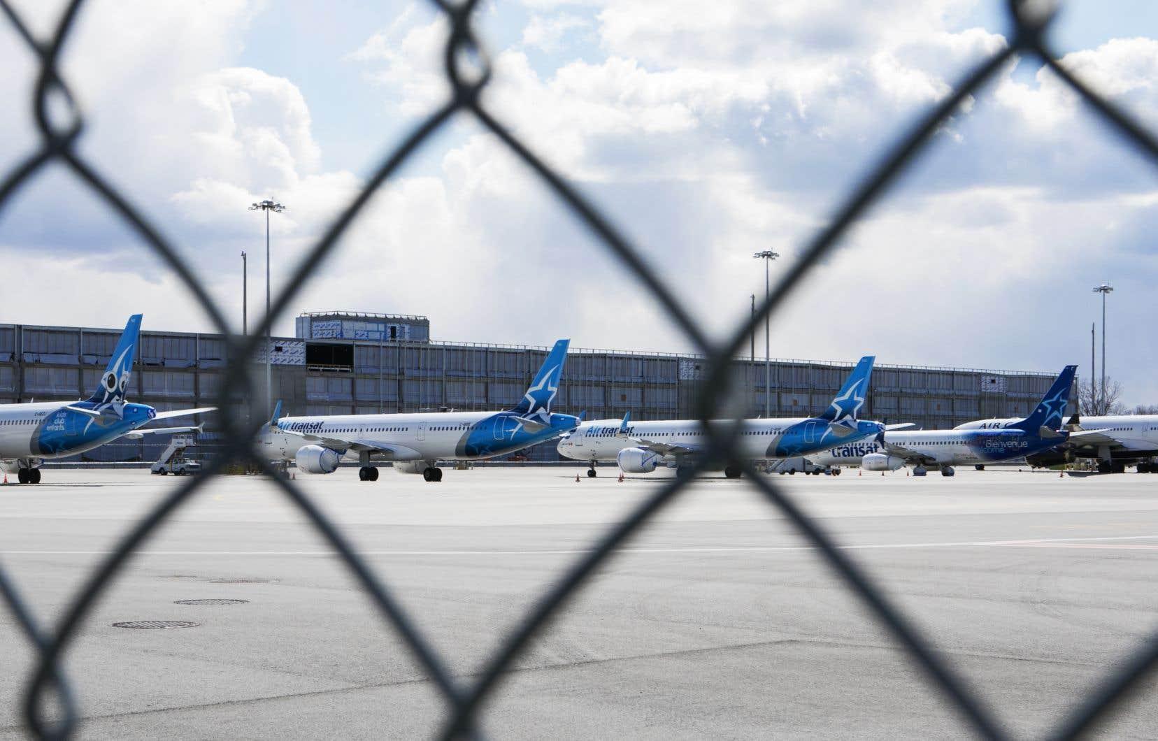 Selon Aéroports de Montréal, une cinquantaine d'avions décollent ou atterissent chaque jour présentement, contre une moyenne quotidienne habituelle de 540.