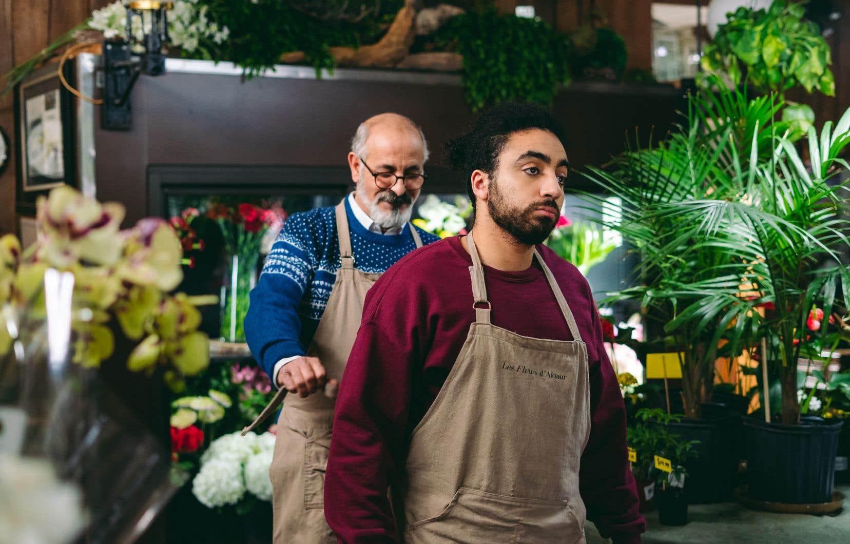 Walib (Anas  Hassouna, à droite), un jeune Québécois  métissé, est contraint de  travailler chez son oncle fleuriste(Said  Benyoucef).