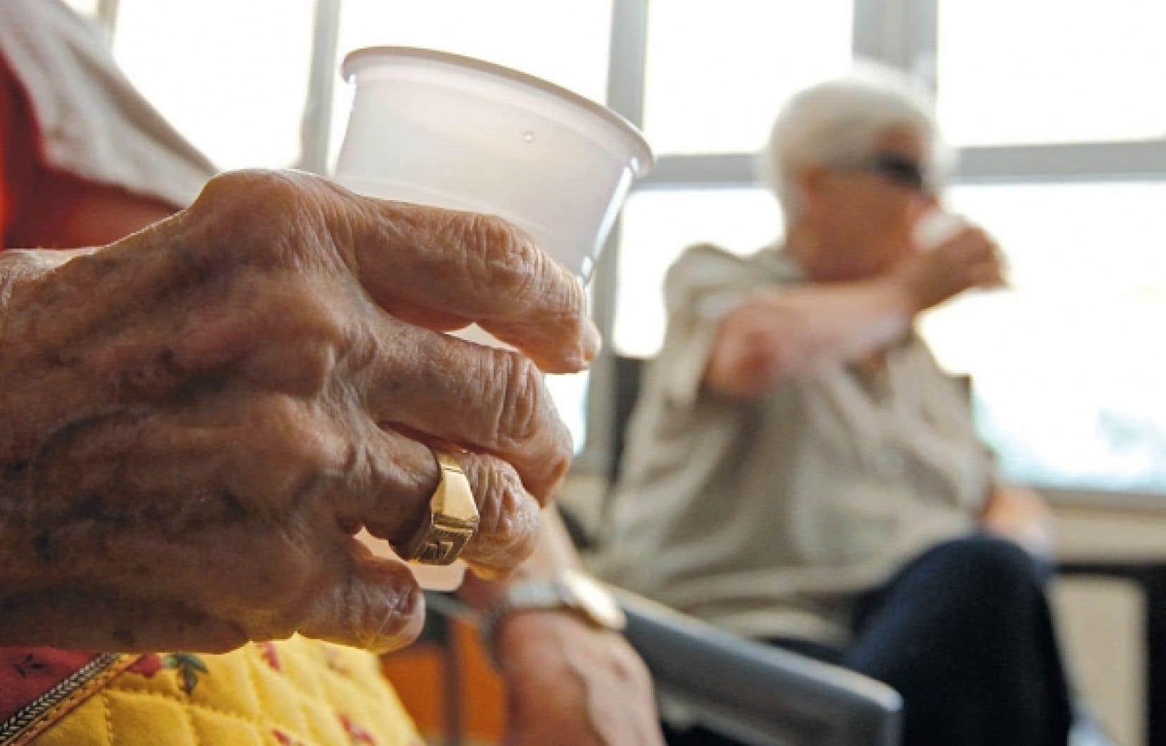 Selon un récent sondage, 6% des personnes âgées de 65 ans et plus au Québec ont dit avoir été victimes de maltraitance; par contre, plusieurs d'entre elles n'ont pas voulu répondre à cette question. <br />
