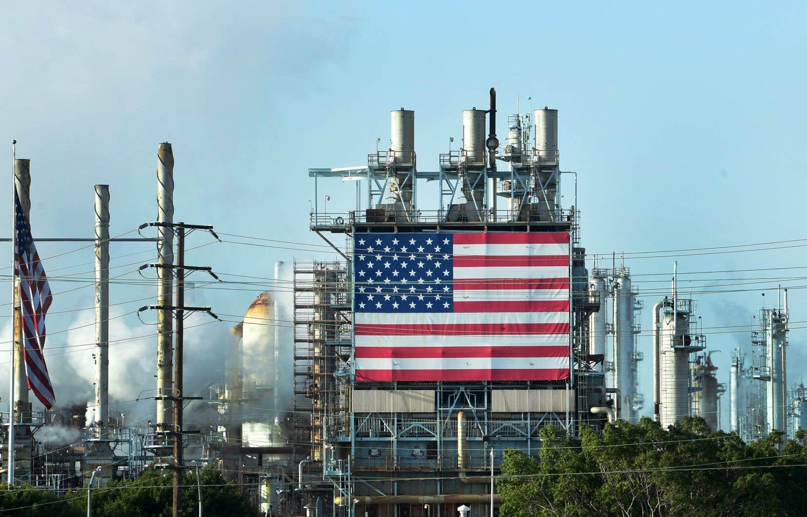 Les raffineries américaines ont drastiquement abaissé leur cadence et travaillent maintenant à 60% ou 70% de leurs capacités.