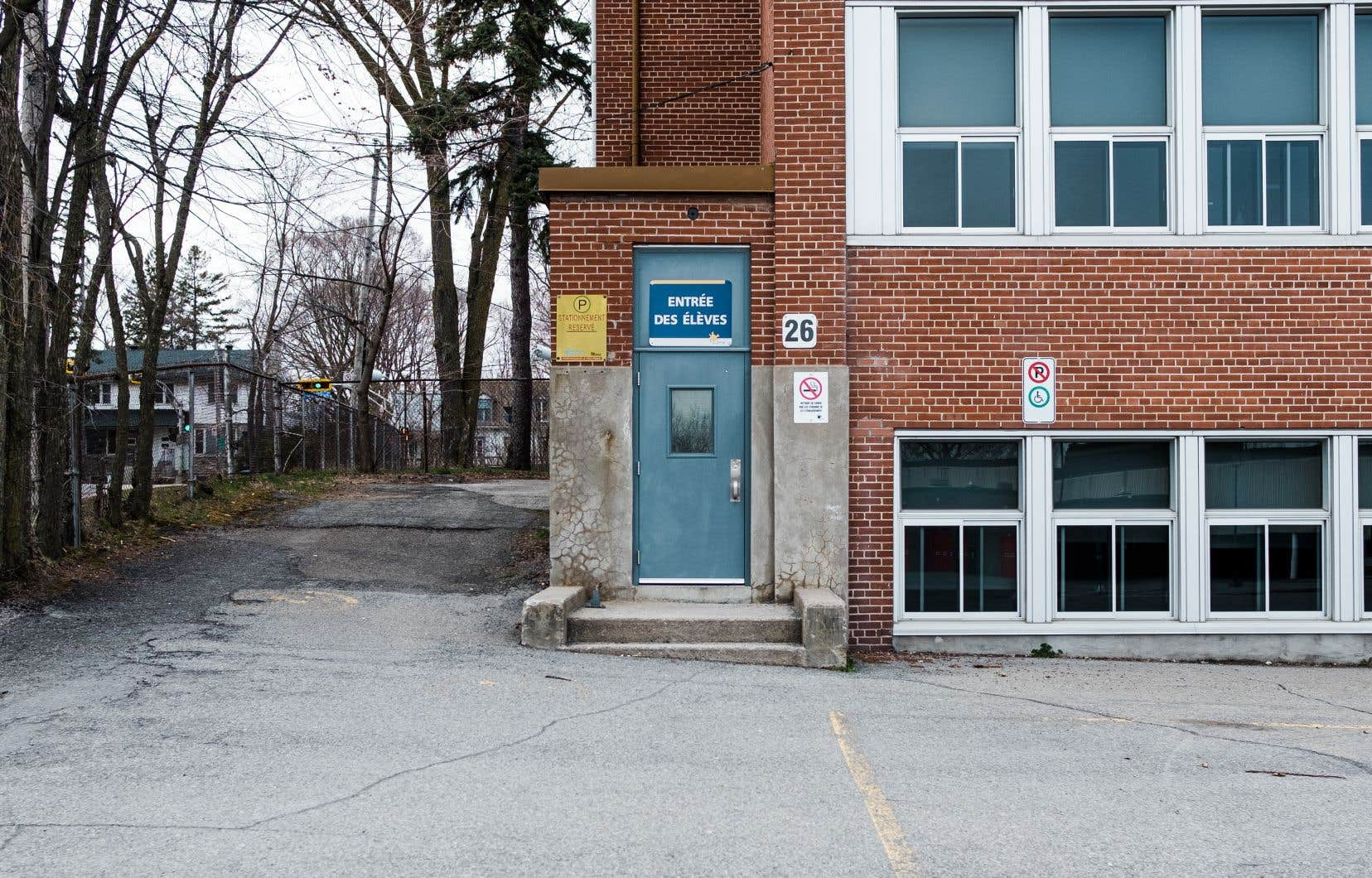 L'entrée de l'école Saint-Maxime, à Laval