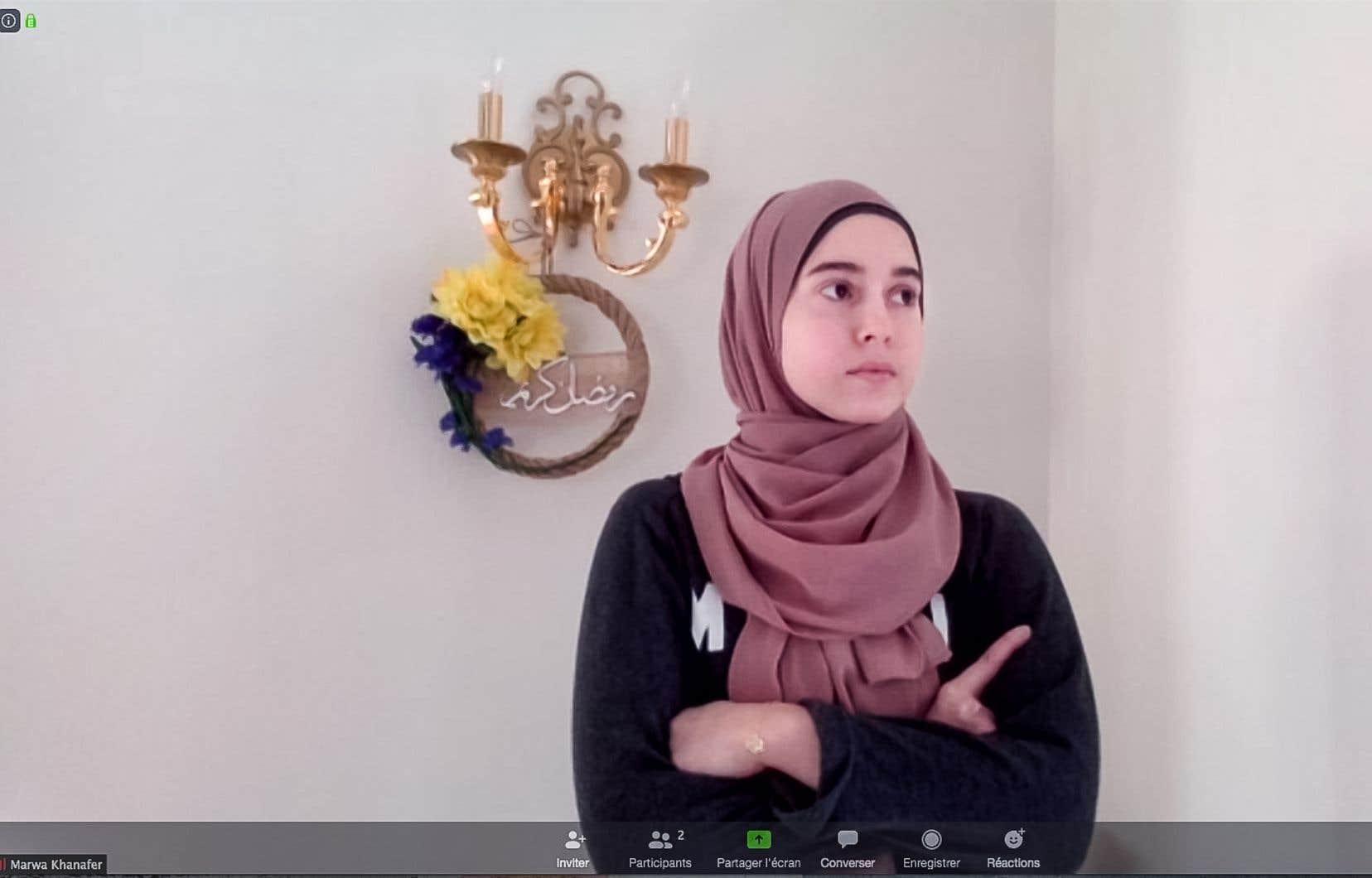 C'est en grande partie devant son écran d'ordinateur que Marwa Khanafer vivra son mois si spécial dans sa foi. Elle est ici vue chez elle, grâce à l'application de vidéoconférence Zoom.