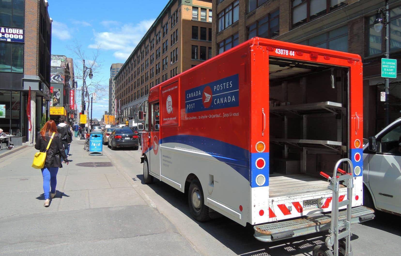 <p>Le service postal affirme avoir livré plus de 1,8million de colis lundi, un volume qui correspond à ceux des jours de livraison les plus occupés de la saison des Fêtes.</p>