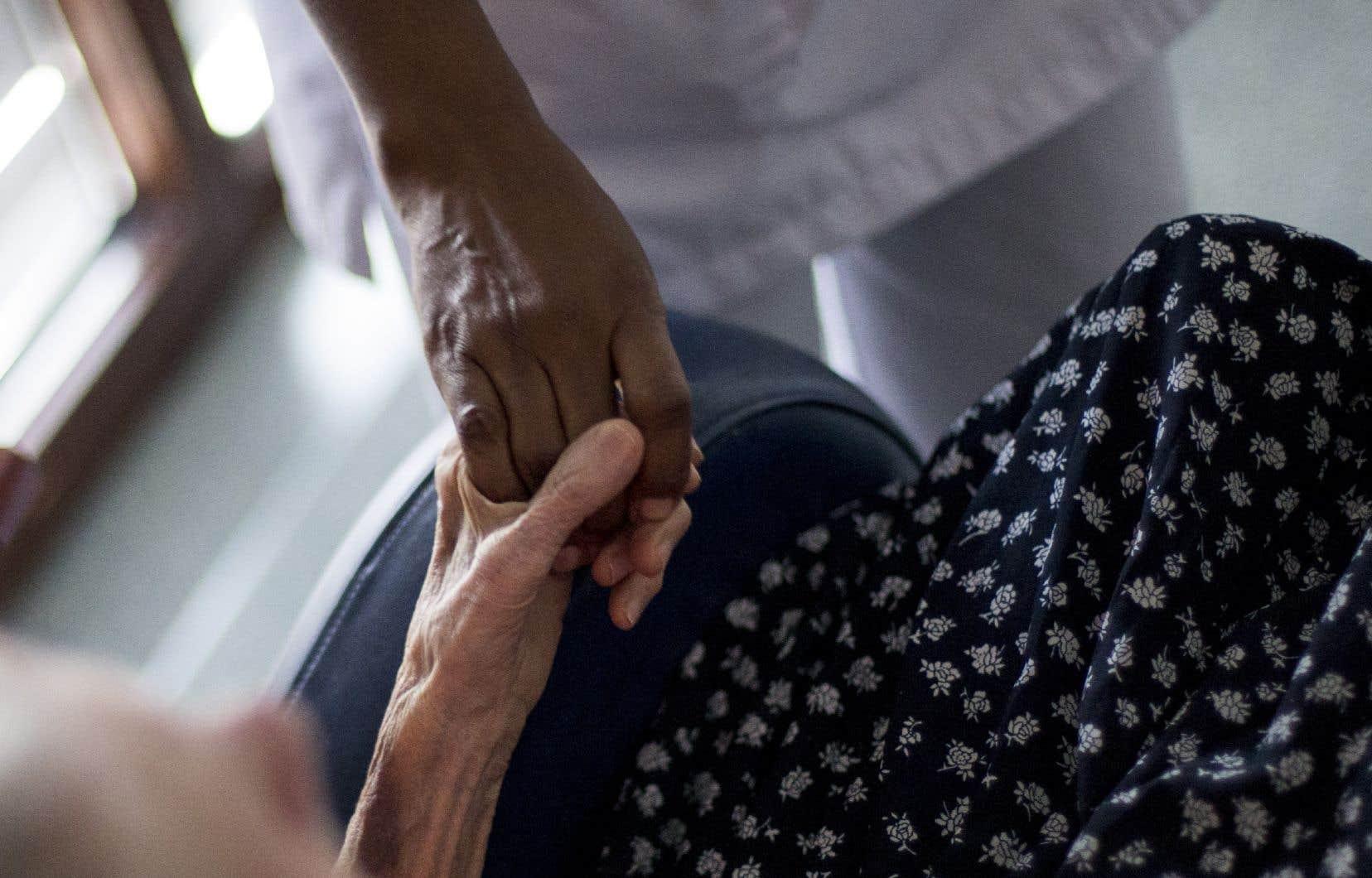 «Cette tragédie amènera probablement de grands changements dans la façon dont nous traiterons le vieillissement et dont nous nous occuperons des aînés dans les années à venir», écrit l'historienMarc Simard.