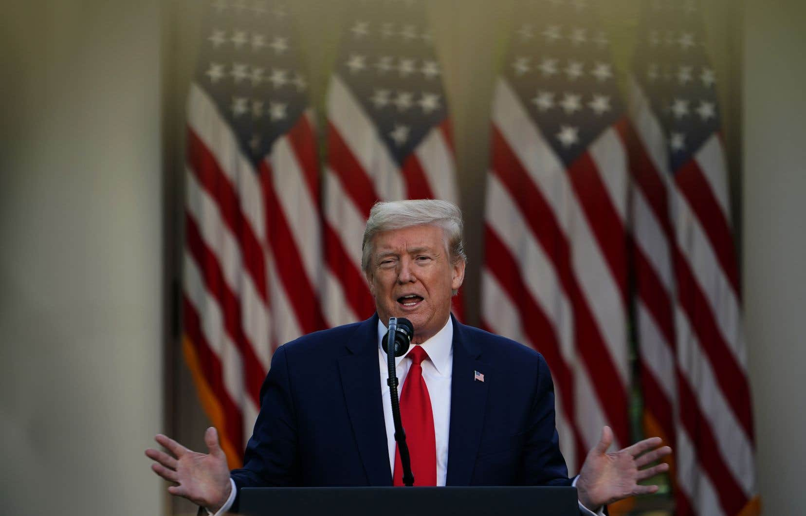 Les atermoiements du président Donald Trump traduisent des tensions au sein de son équipe sur la meilleure stratégie à adopter face au coronavirus.