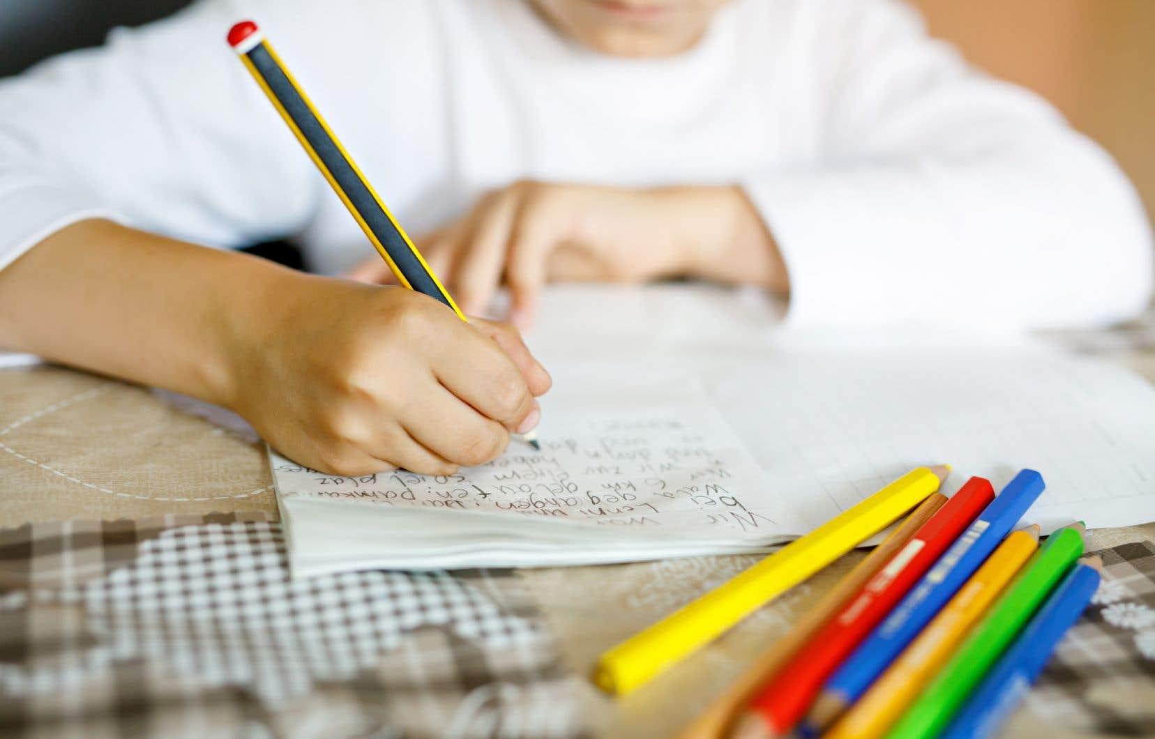 «La fermeture des écoles sur une trop longue période aurait pu engendrer un déficit d'apprentissage, et surtout un déficit de persévérance à l'école», soulignent les autrices.