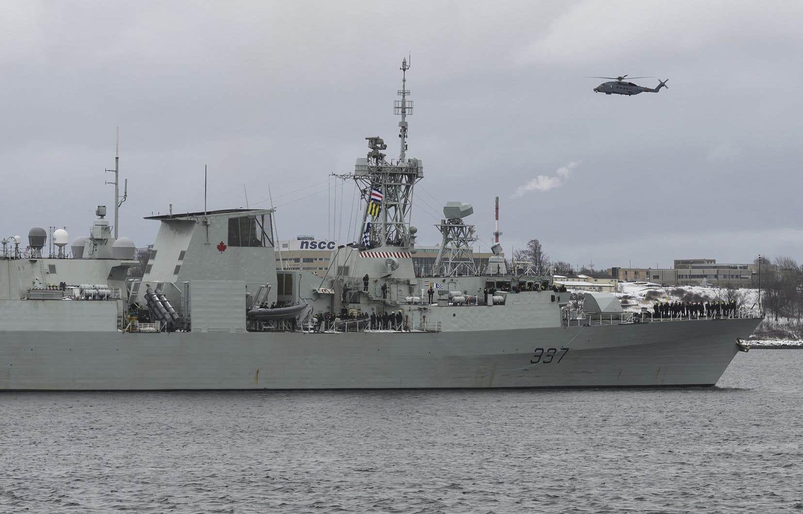Les hélicoptères Cyclone transportent un équipage de quatre personnes, dont deux pilotes, un opérateur tactique et un opérateur de capteurs, mais peuvent aussi accueillir plusieurs passagers.