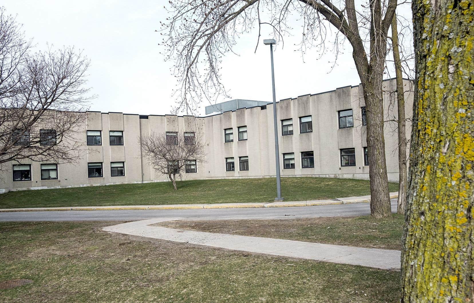 Une cellule de crise a été déployée au CHSLD Cartierville à Montréal jeudi matin, où les employés étaient sous le choc.