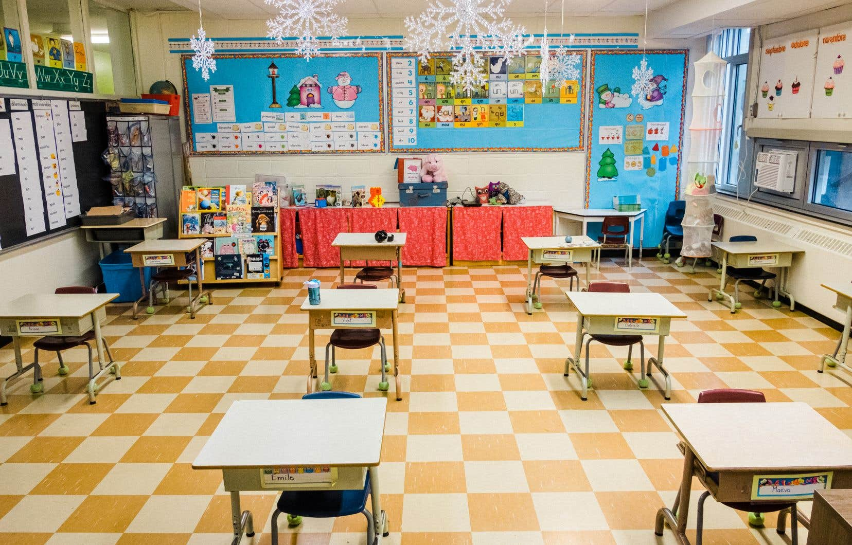 À l'école Saint-Romain, certains locaux n'ont déjà plus que la moitié des pupitres habituels.