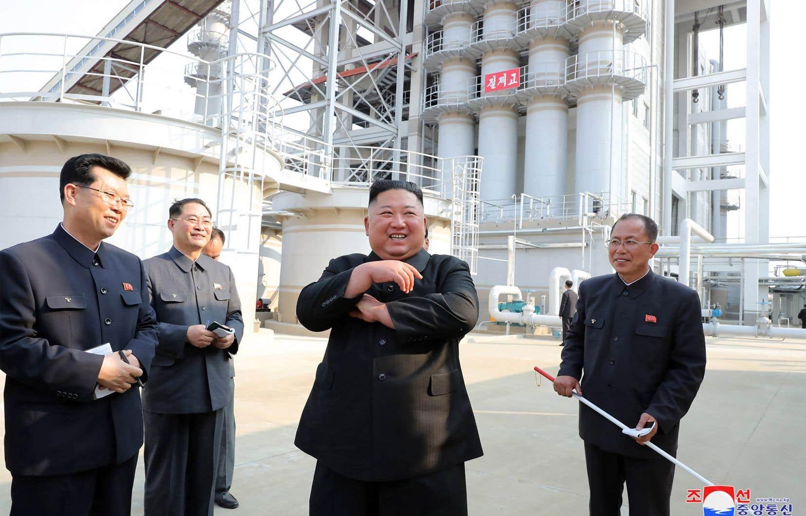 Kim Jong-un a visité une usine d'engrais vendredi, sa première apparition publique en près de trois semaines.