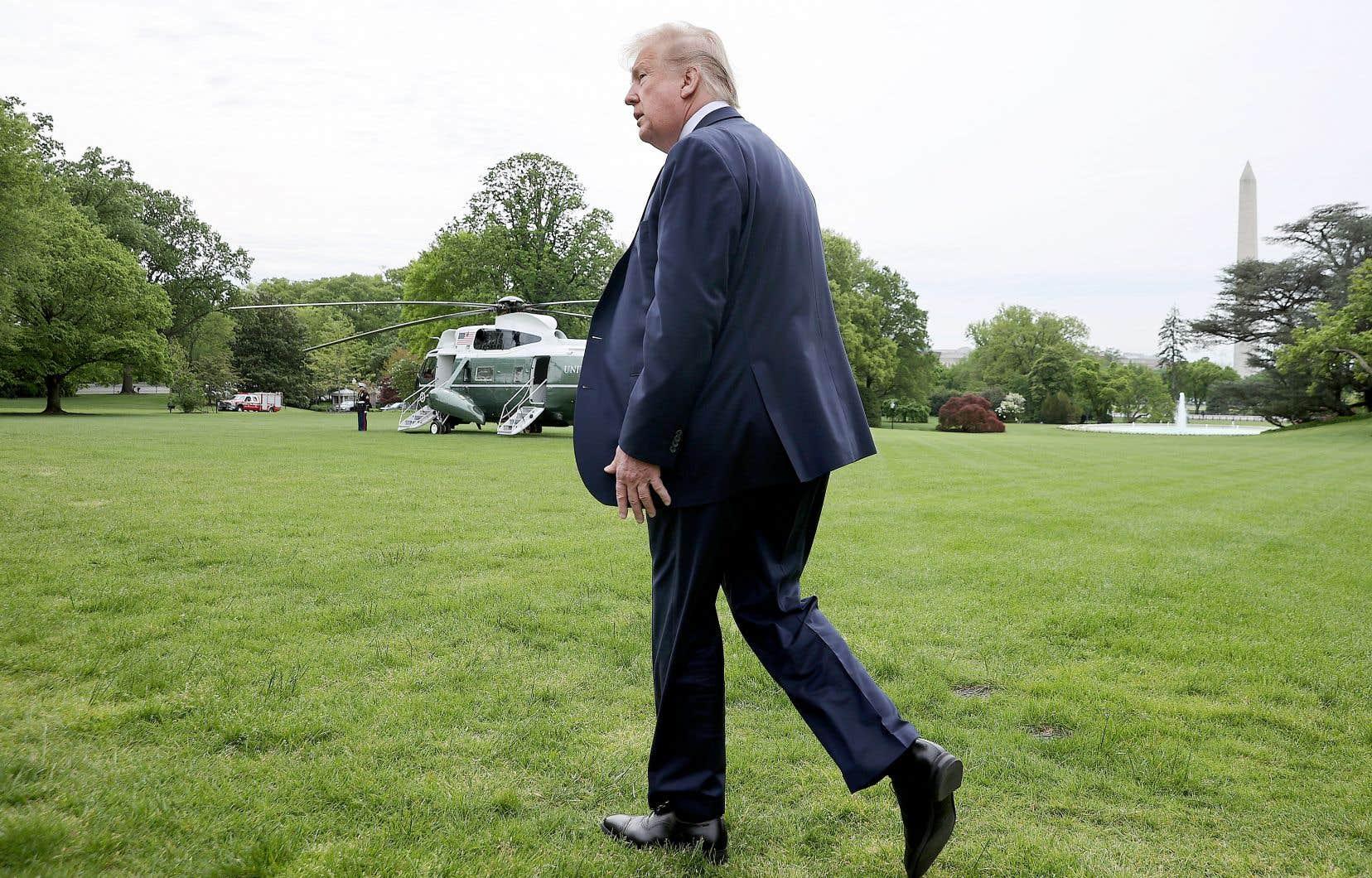 Le président Trump est critiqué par des républicains pour sa gestion de la pandémie de coronavirus.