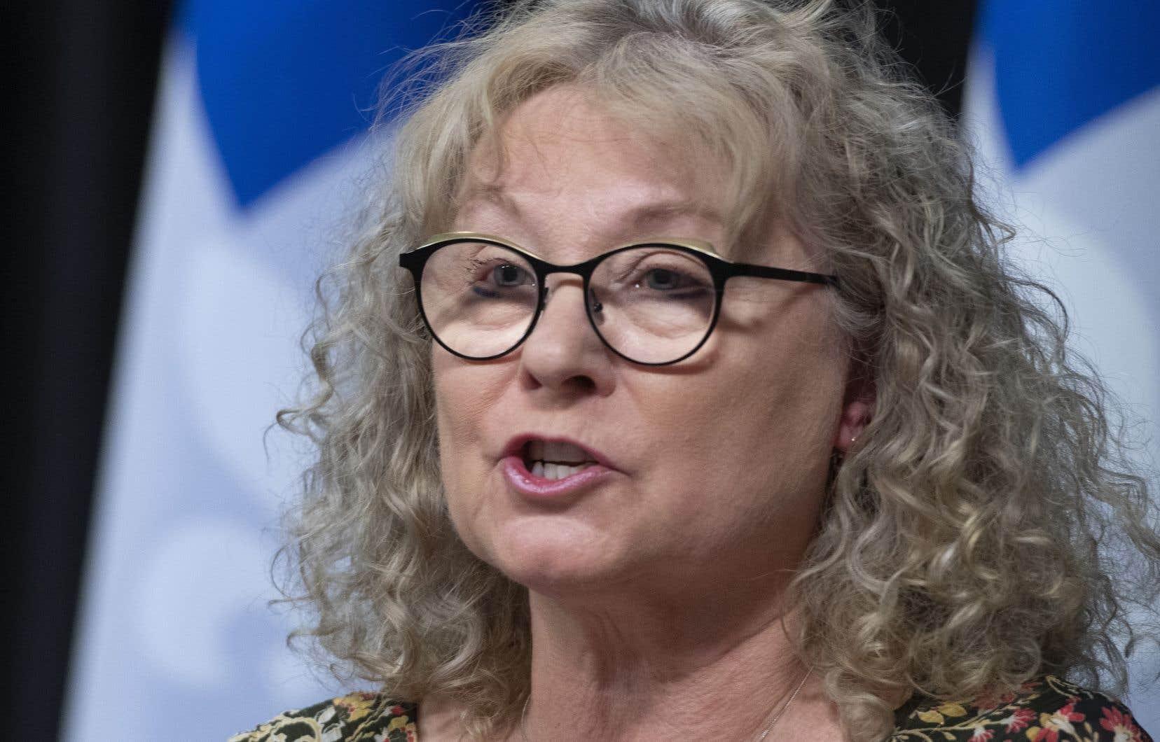La ministre responsable des Aînés, Marguerite Blais, était présente mardi au point de presse quotidien du gouvernement aux côtés du premier ministre François Legault et du directeur national de santé publique, Horacio Arruda.