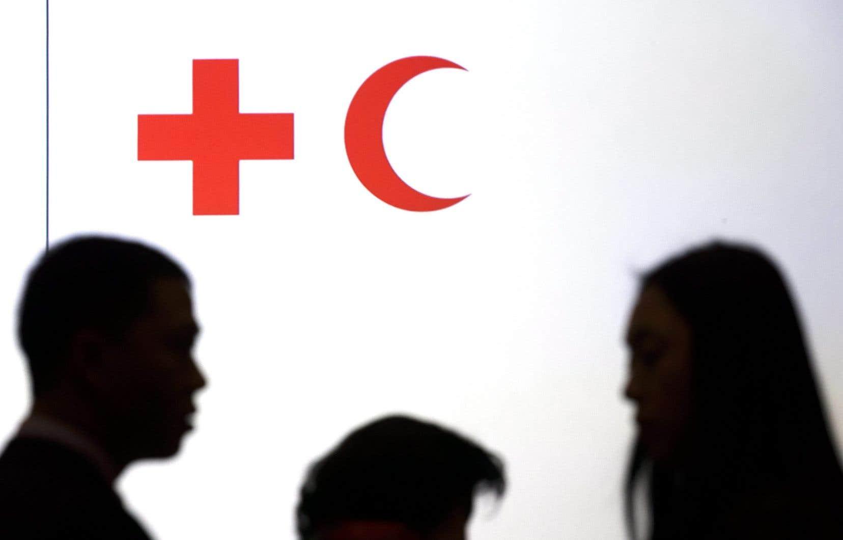 «Une information vérifiée dans un contexte d'urgence est aussi importante que la réponse médicale», estime Nicola Jones, porte-parole de la Fédération internationale des sociétés de la Croix-Rouge, dans un communiqué.