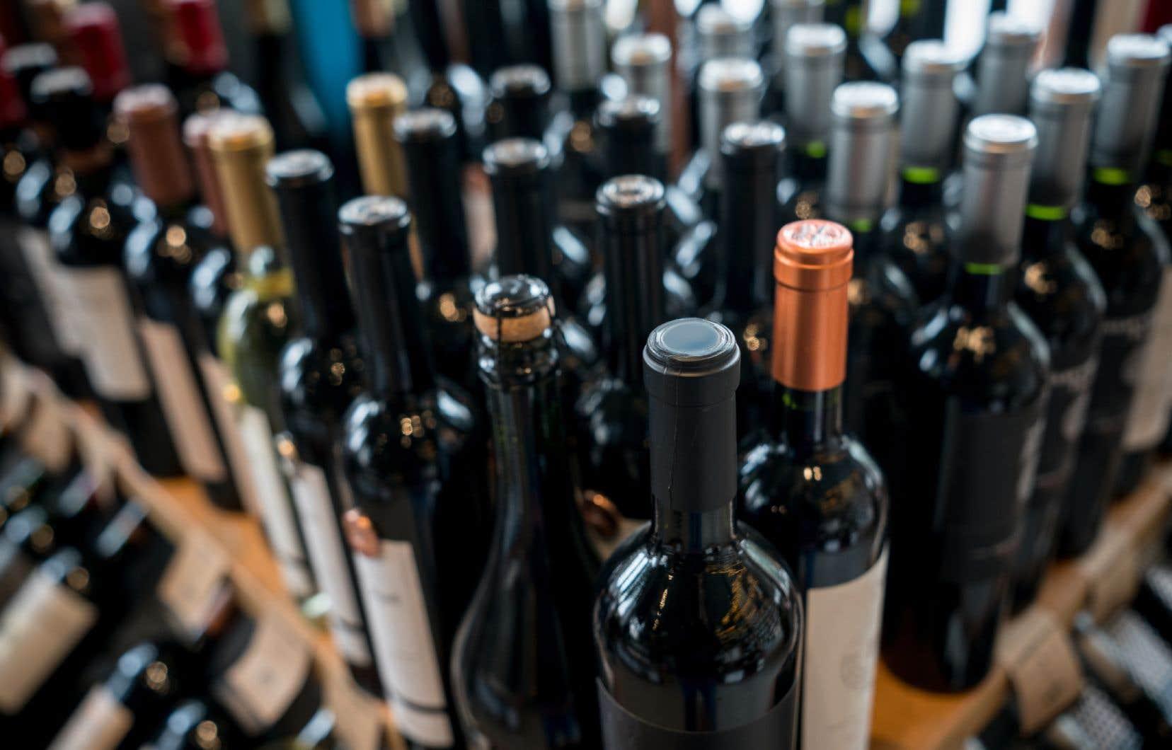 Les autres provinces canadiennes et de nombreux états américains ont permis aux établissements licenciés de vendre de l'alcool à emporter, mentionnent les signataires.