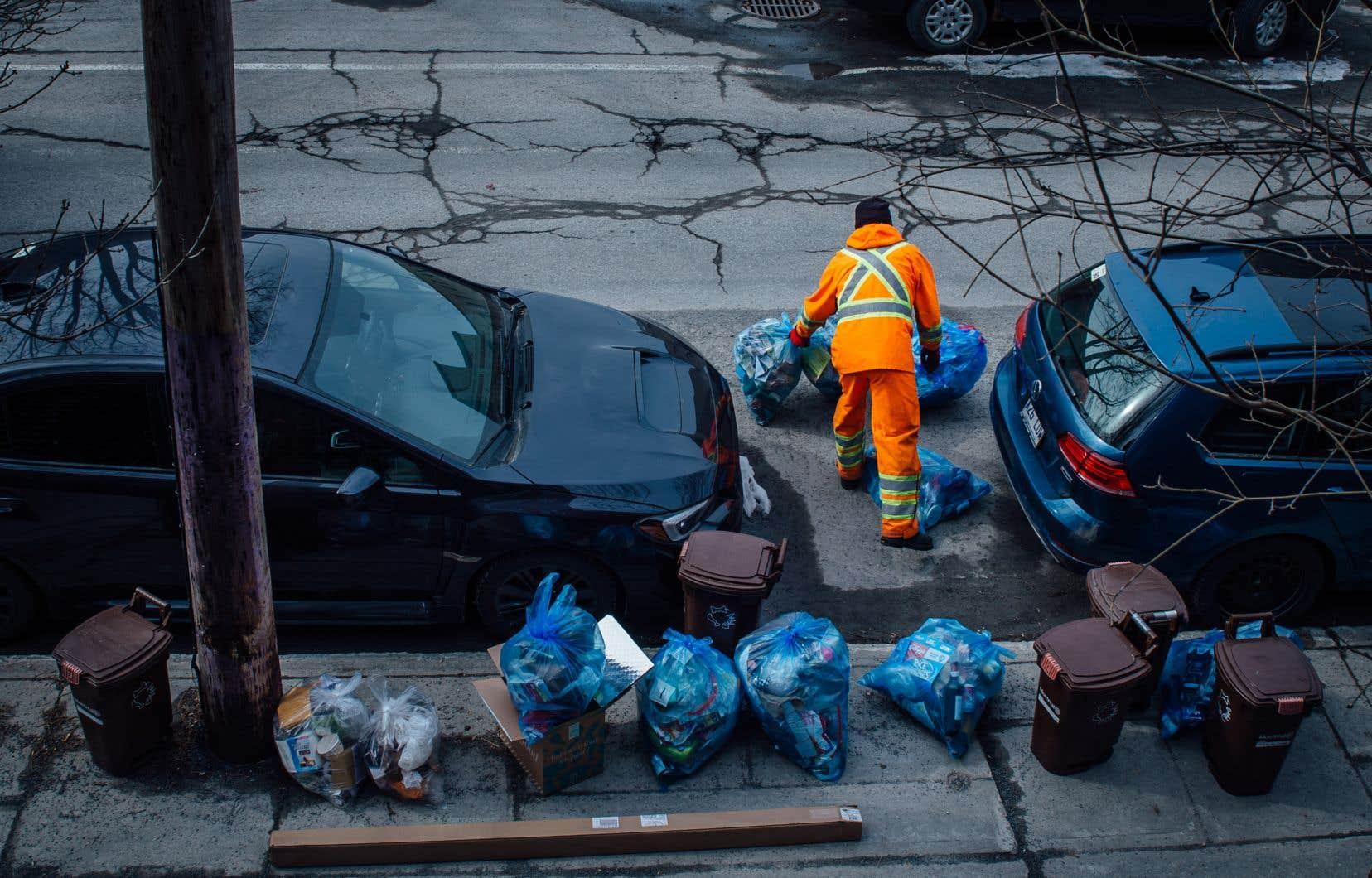 «Prenons les métiers liés à la propreté, écrivent Amicel et Boukerche. Socialement, ils sont déconsidérés et jugés dégradants. Pourtant, ils sont extrêmement utiles à la société, aussi bien sur le plan pratique que financier. Il suffit d'une grève des éboueurs pour qu'une ville se transforme en dépotoir pestilentiel qui, au-delà des désagréments, peut devenir problématique au niveau sanitaire.»