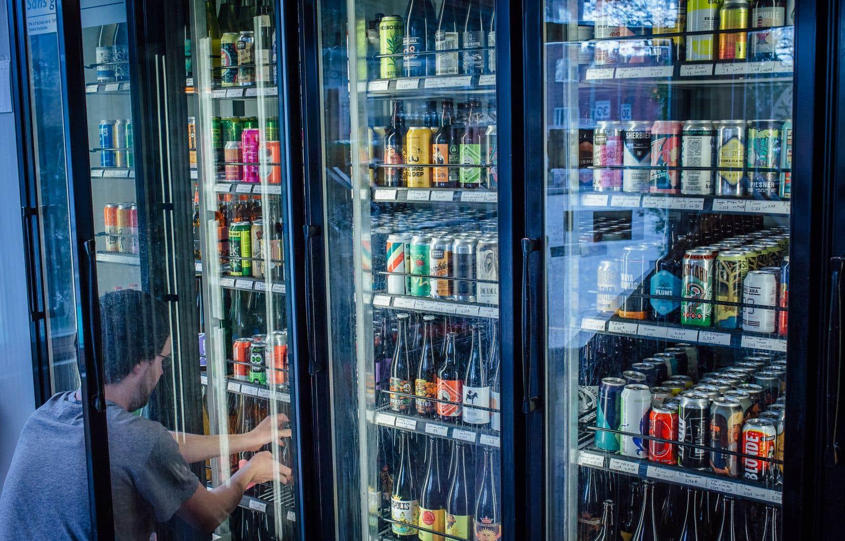 Beaucoup d'épiciers et de dépanneurs refusent de reprendre dans leurs magasins les bouteilles et canettes consignées.