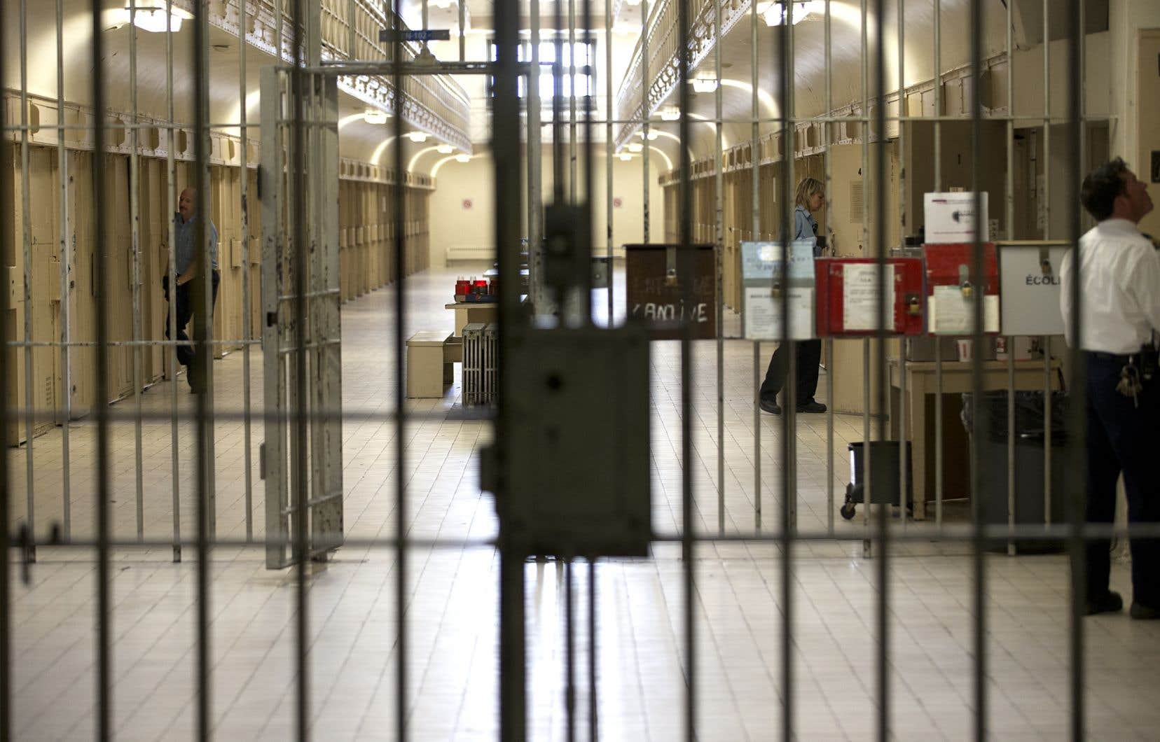 Bien qu'il reconnaisse que l'éclosion du coronavirus dans les prisons doit être considérée, le juge Cournoyer estime qu'elle constitue «rarement un facteur déterminant, à lui seul», lors d'une demande de remise en liberté.
