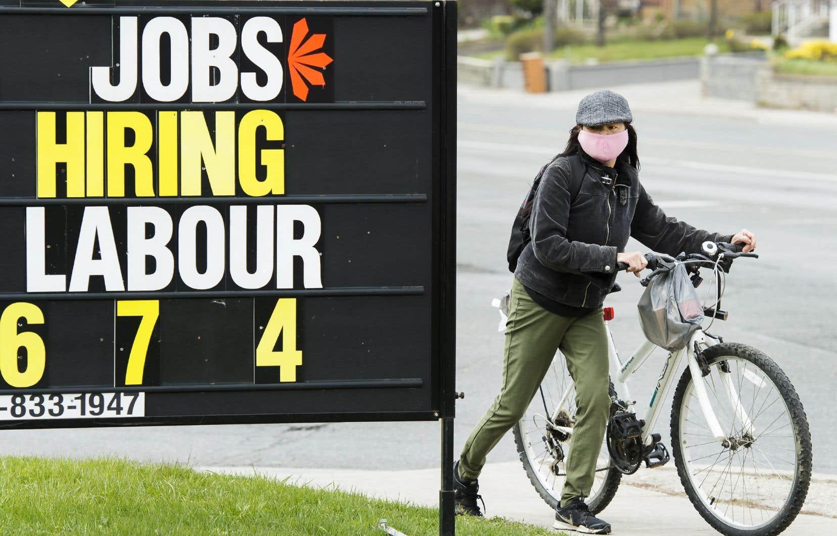 Au Canada, les jeunes de 15 à 24 ans connaissent un taux de chômage de 27%.