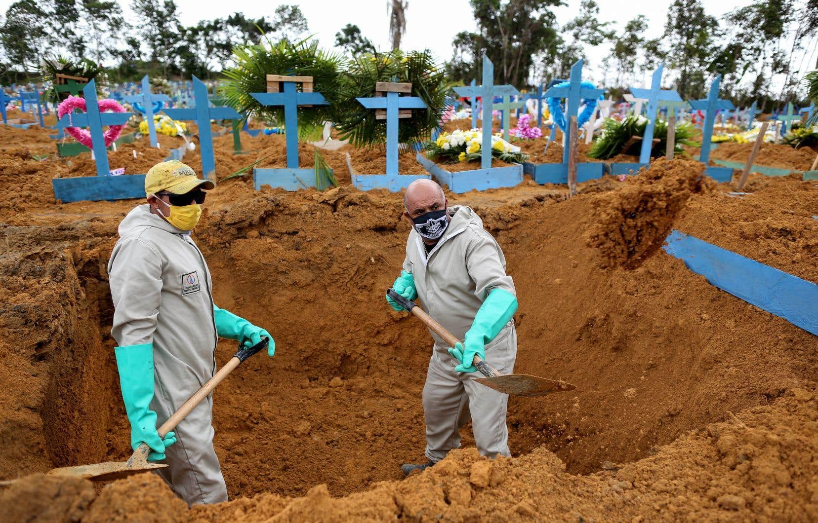Samedi soir, 730 décès supplémentaires avaient été enregistrés en 24 heures au Brésil, portant le total à plus de 10 000.