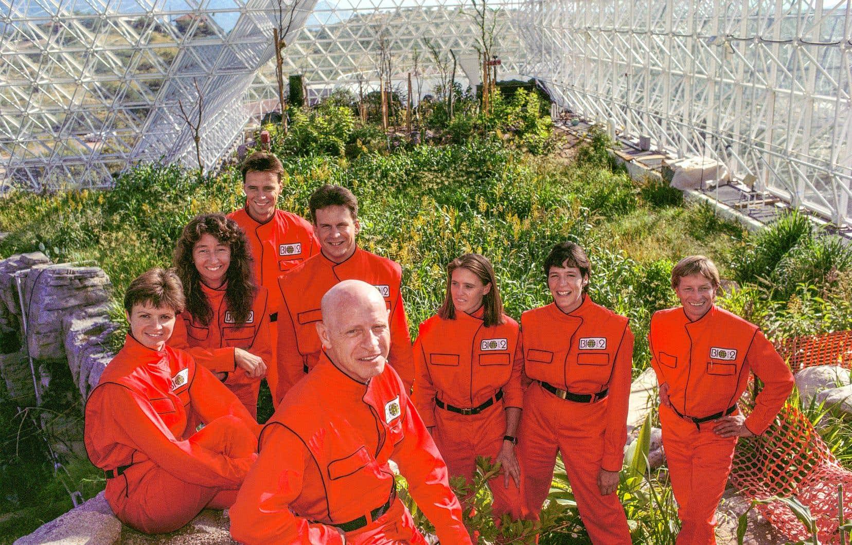 La mission Biosphère 2, la mission avait pour but d'en apprendre davantage sur le fonctionnement de la vie sur Terre en recréantun monde à échelle réduite en plein désert de l'Arizona.