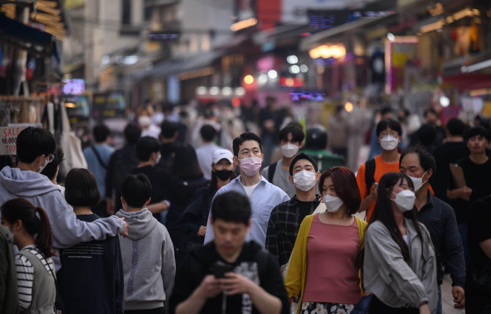 La Corée du Sud était parvenue à aplatir la courbe sans confiner ses habitants.