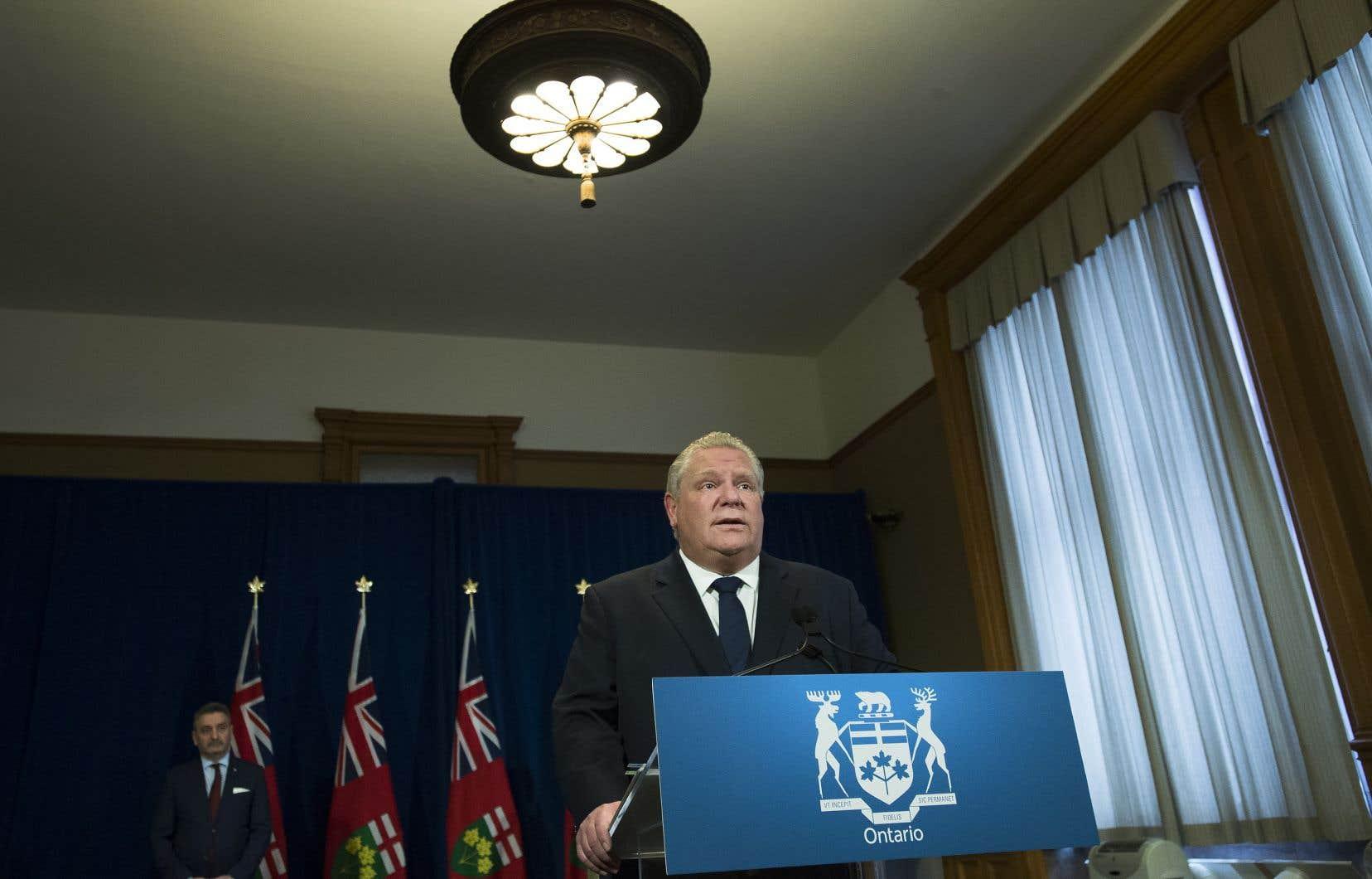 Le premier ministre Doug Ford affirme que ce décret contribuera à limiter la propagation du virus dans les foyers de soins.