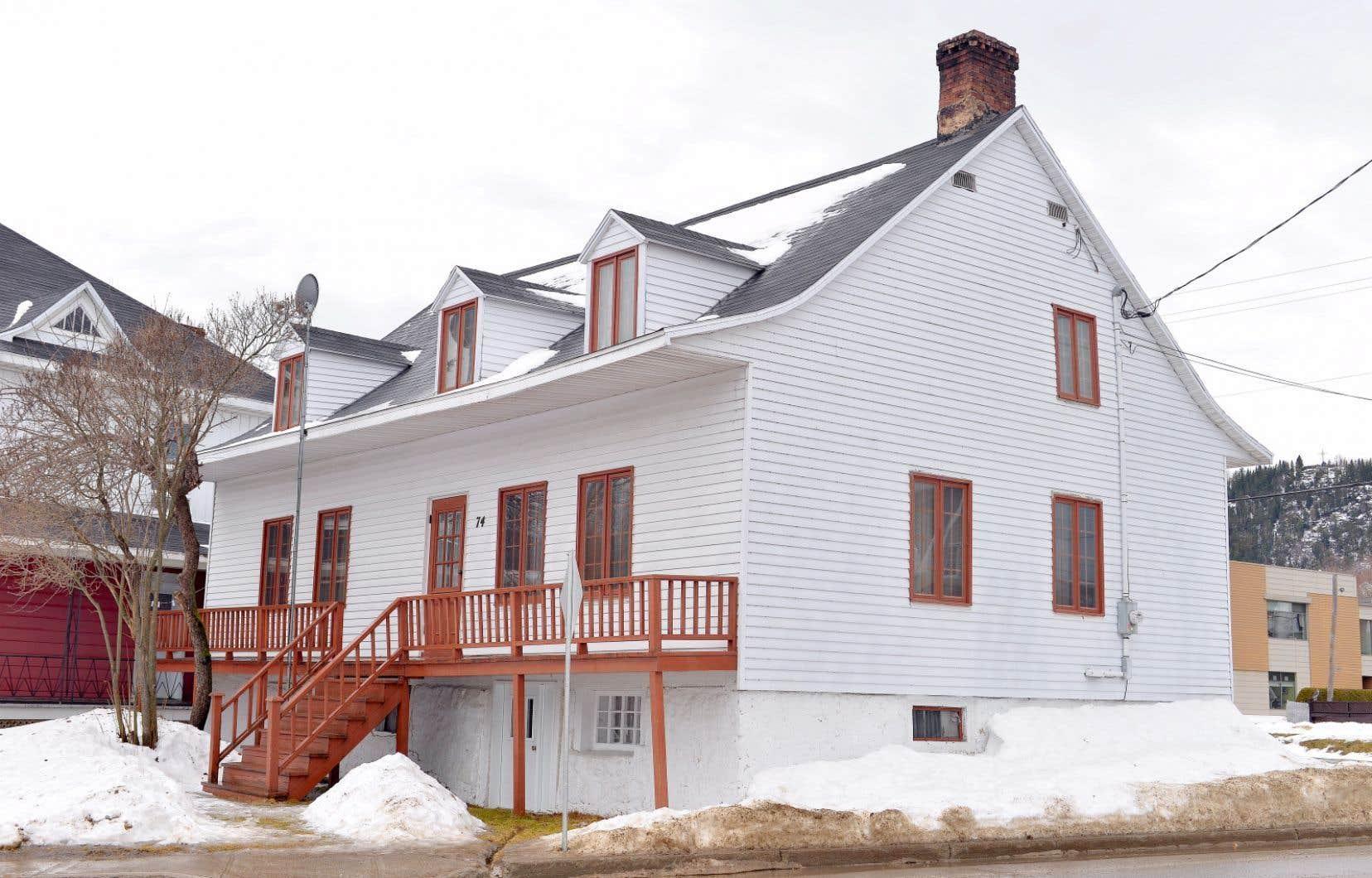 Dans cette maison construite vers 1830 et habitée par Alexis Tremblay, dit Picoté, lequel va diriger la Société des vingt-et-un, a aussi vécu Alexis le Trotteur, figure légendaire québécoise.