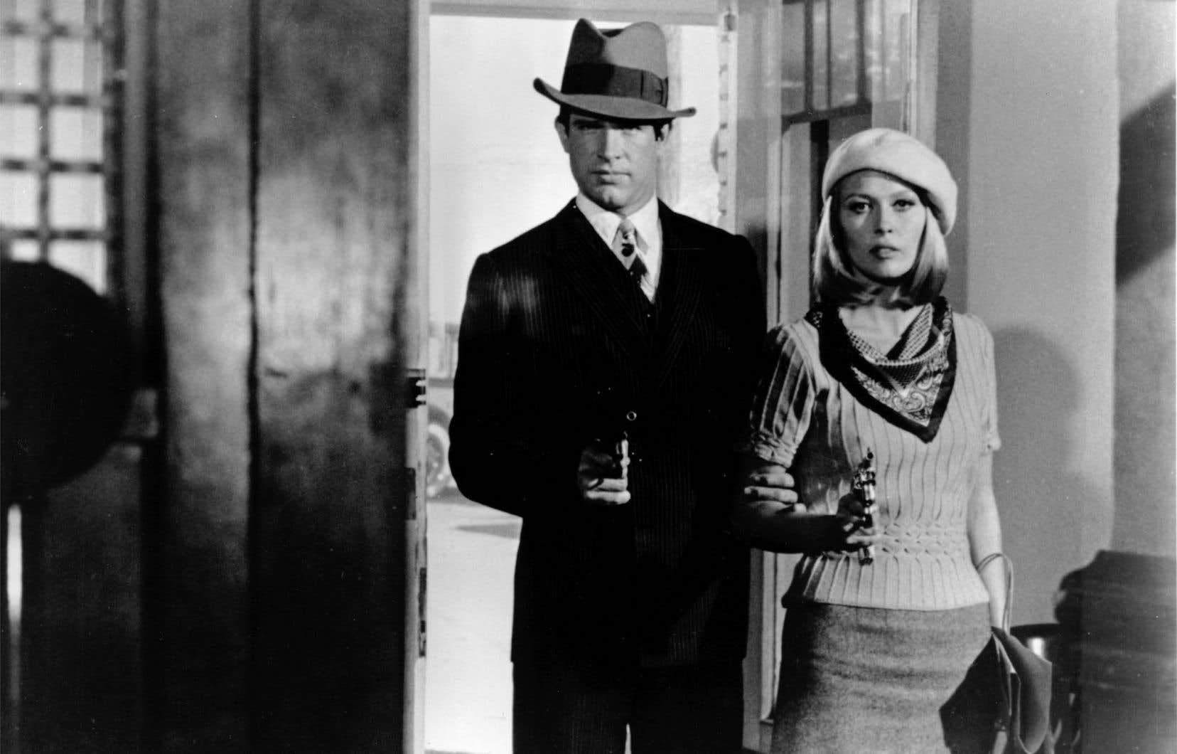 Le déterminant «Bonnie and Clyde» (1967), d'Arthur Penn, qui revient sur le parcours sanglant de Bonnie Parker (Faye Dunaway) et Clyde Barrow (Warren Beatty). Sur fond de Grande Dépression, ce «voleur de voitures maladroit» et cette «fille qui s'ennuie» se rencontrent, ont le coup de foudre et se mettent à voler des banques. Morts et traque sans merci s'ensuivent.