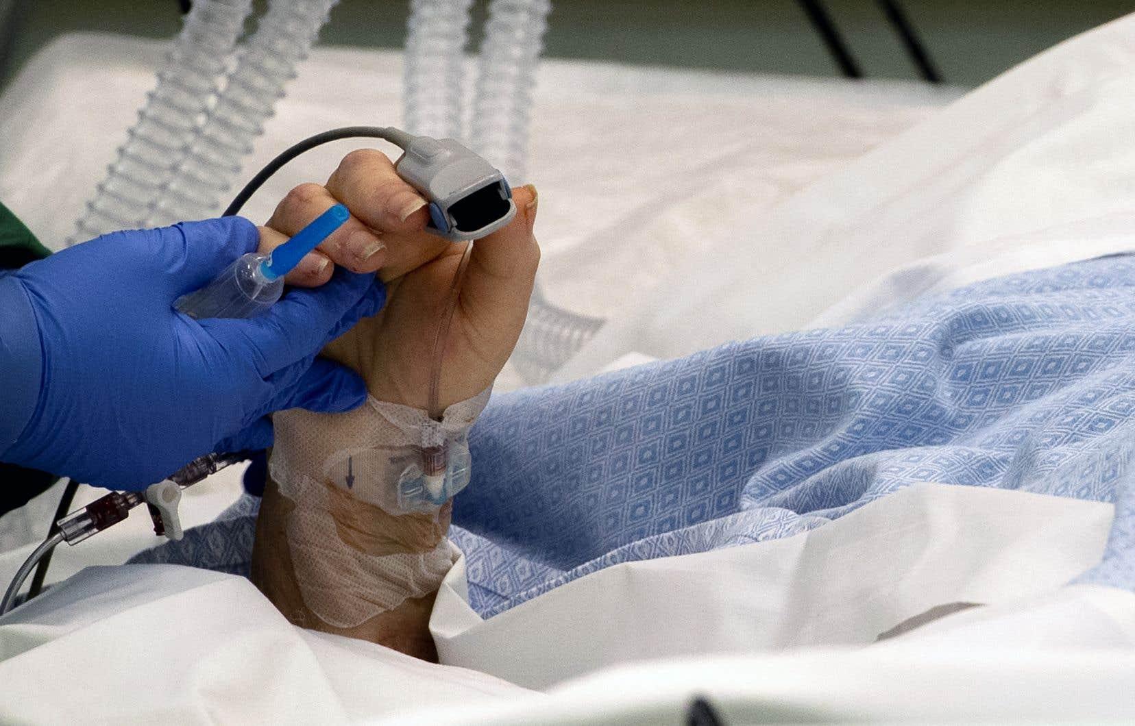 Sur le terrain, des médecins constatent que la gestion des lits est serrée, indépendamment de la pénurie de personnel.