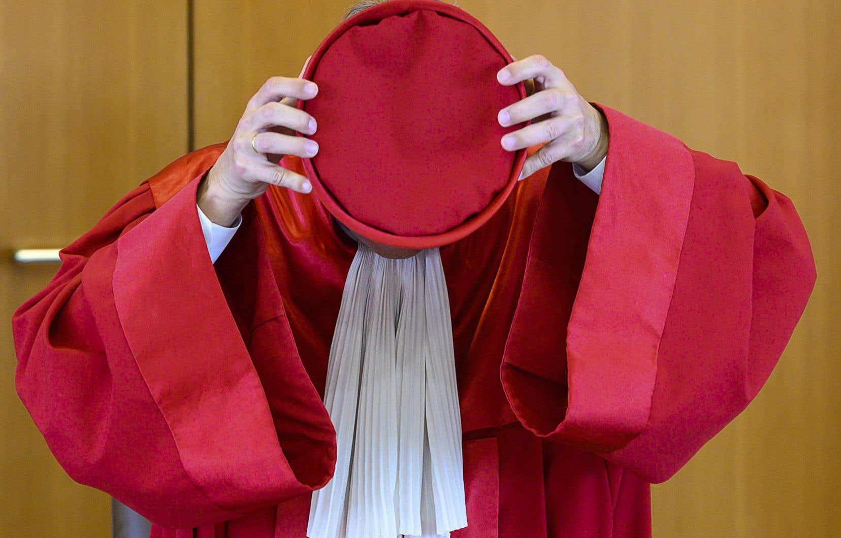 Les juges de la Cour de Karlsruhe ont donné trois mois à la BCE pour lui démontrer que les rachats de dette des pays ébranlés par la crise de l'euro étaient nécessaires et respectaient le principe de proportionnalité.