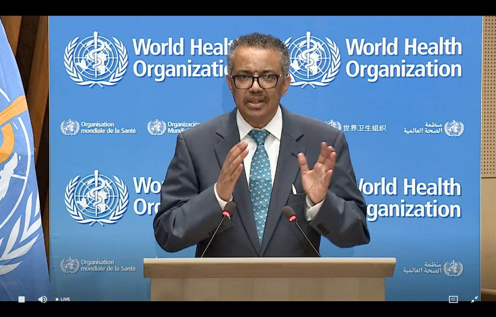 Le directeur général de l'OMS, Tedros Adhanom Ghebreyesus, prononce un discours par liaison vidéo à l'ouverture de la réunion virtuelle, depuis le siège de l'OMS à Genève.