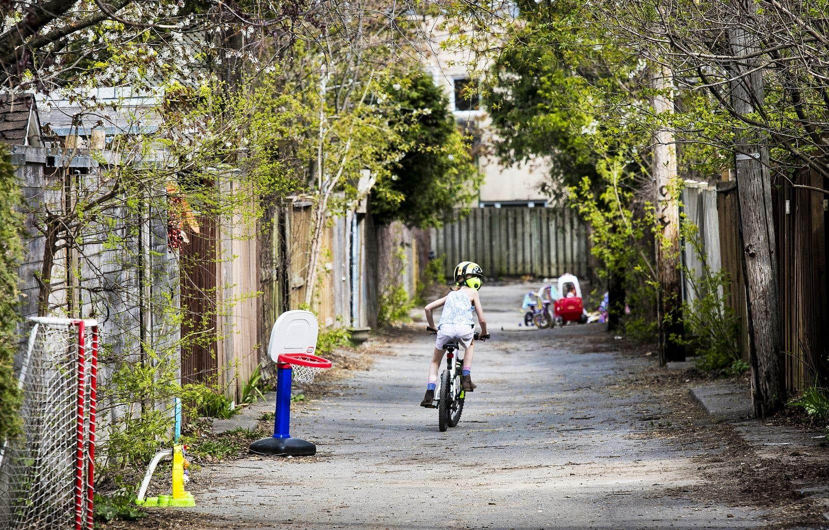 Les ruelles peuvent servir d'aire de jeu pour les enfants à un moment où les parcs de la ville risquent d'être souvent bondés.