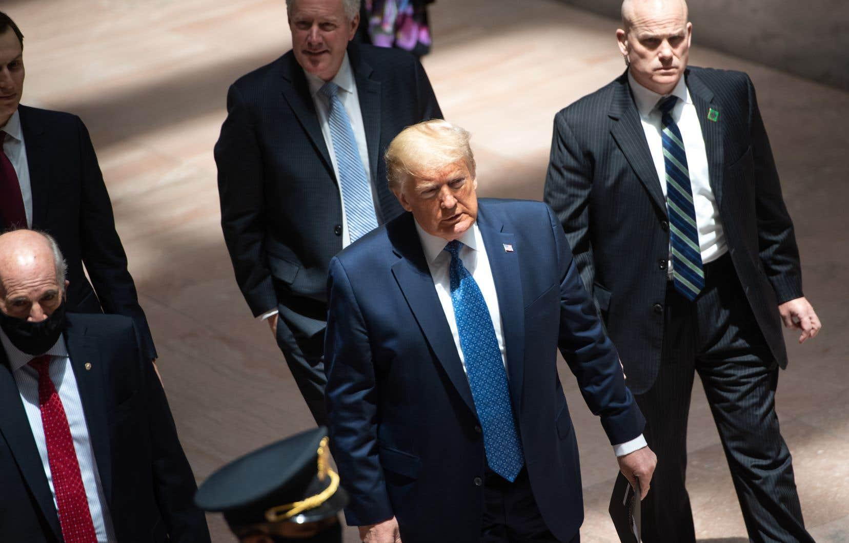 Donald Trumpa annoncé lundi, à la stupéfaction générale, qu'il prenait de l'hydroxychloroquine, malgrè les avertissements des scientifiques.