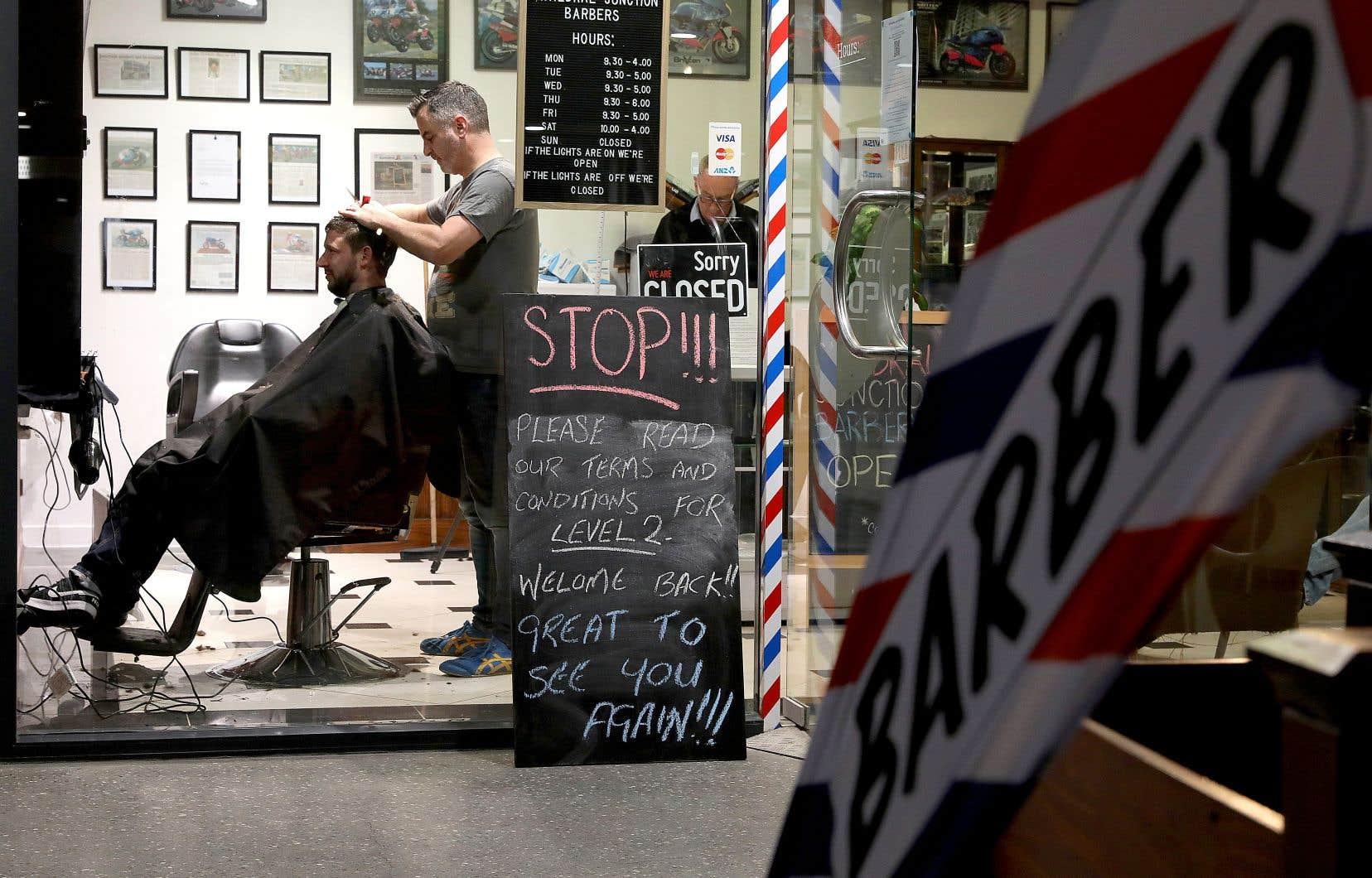 Si la Nouvelle-Zélande a déjà bien entamé son déconfinement, comme en permettant la réouverture des salons de coiffure, plusieurs secteurs de son économie sont toujours lourdement affectés par la pandémie.