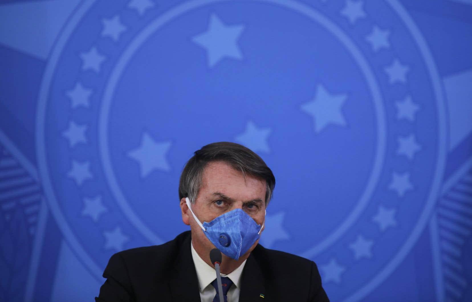 Le président du Brésil, Jair Bolsonaro, est convaincu que la chloroquine peut aider à combattre le coronavirus.