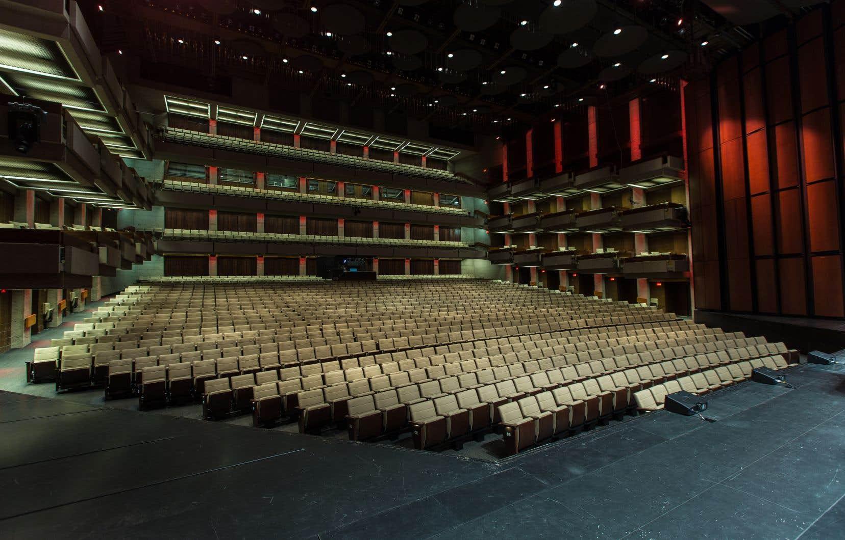 Si on se fie aux exemples européens, les salles de spectacle qui devront être réorganisées pour permettre un accueil sécuritaire du public devront assurément être moins remplies qu'auparavant. Sur notre photo, la salle Louis-Fréchette du Grand Théâtre de Québec.