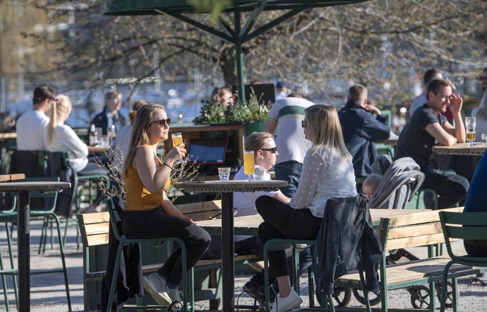 Selon les estimations gouvernementales, 40% de la population sera immunisée contre la COVID-19 d'ici juin dans la ville de Stockholm, épicentre de l'épidémie.