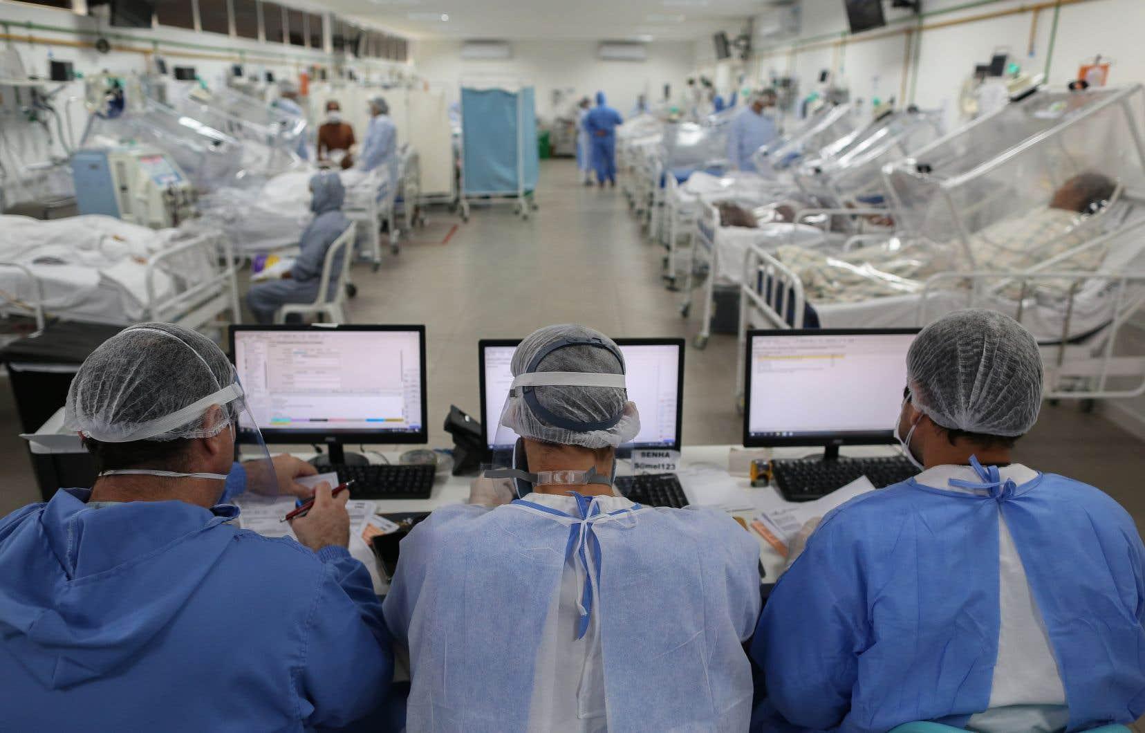 Selon l'OMS, la situation est particulièrement alarmante au Brési, où le seuil des 20 000 morts a déjà été franchi.