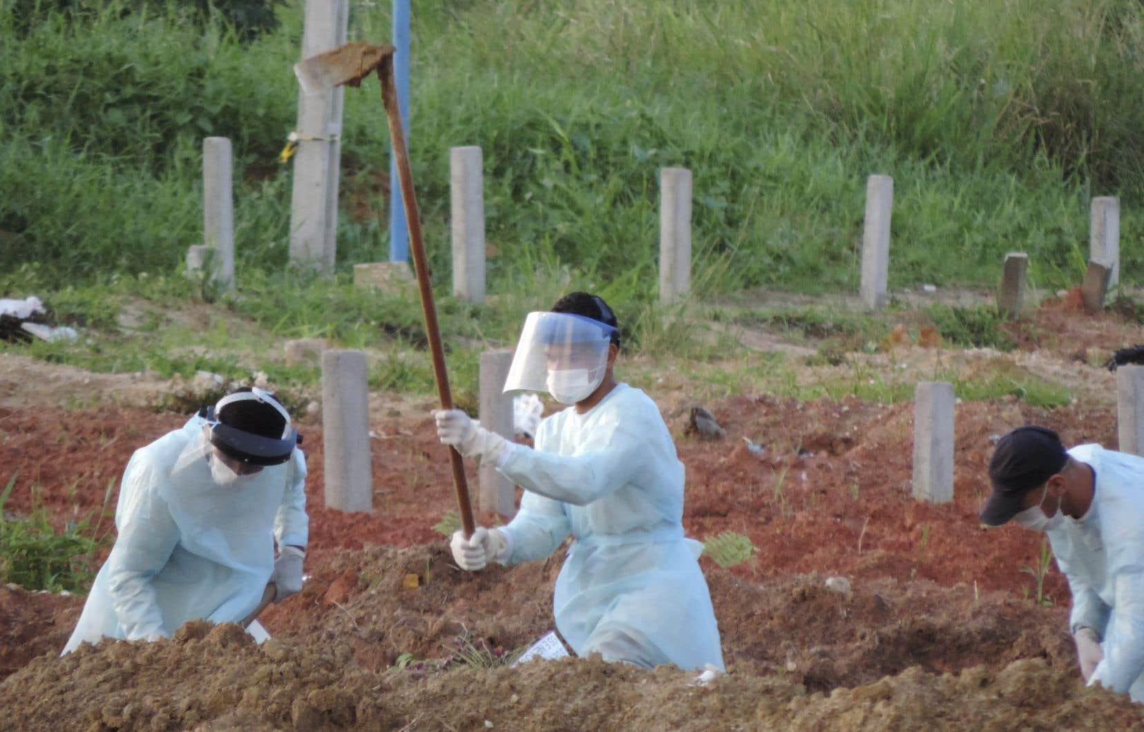 La situation  au Brésil  et en Amérique du Sud inquiète l'OMS, qui  considère  le continent comme un nouvel épicentre  de la pandémie.