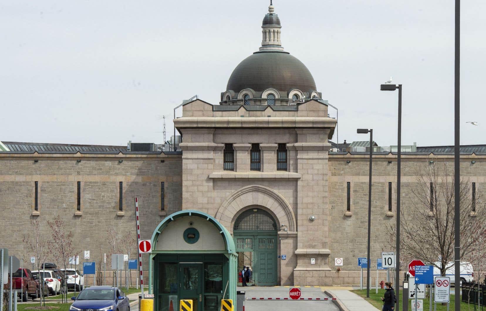 La gestion de la pandémie à l'intérieur des murs de la prison de Bordeaux n'est pas simple, selon un employé de l'établissement.