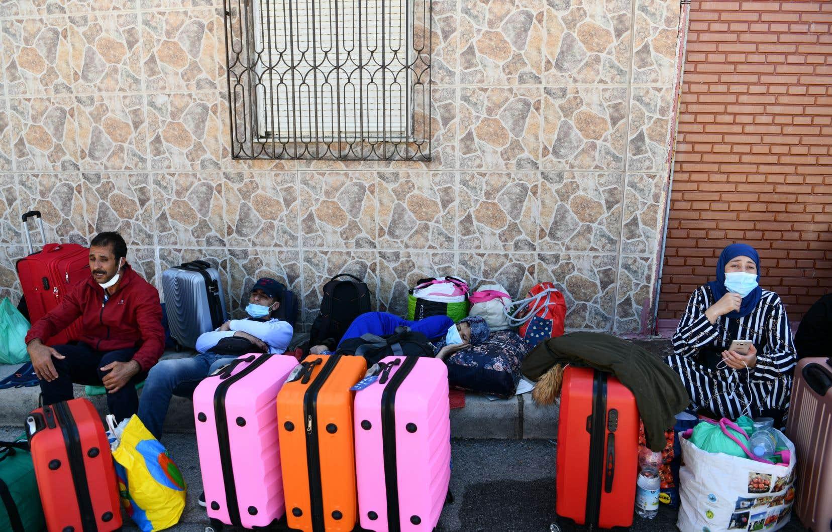 Des Marocains, ici coincés en Espagne, attendent sans nouvelles un rapatriement de la part du royaume.