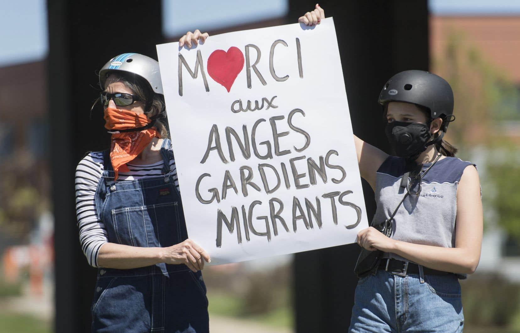 Des manifestants ont revendiqué, samedi à Montréal, un statut spécial pour les demandeurs d'asile qui travaille dans le réseau de la santé.