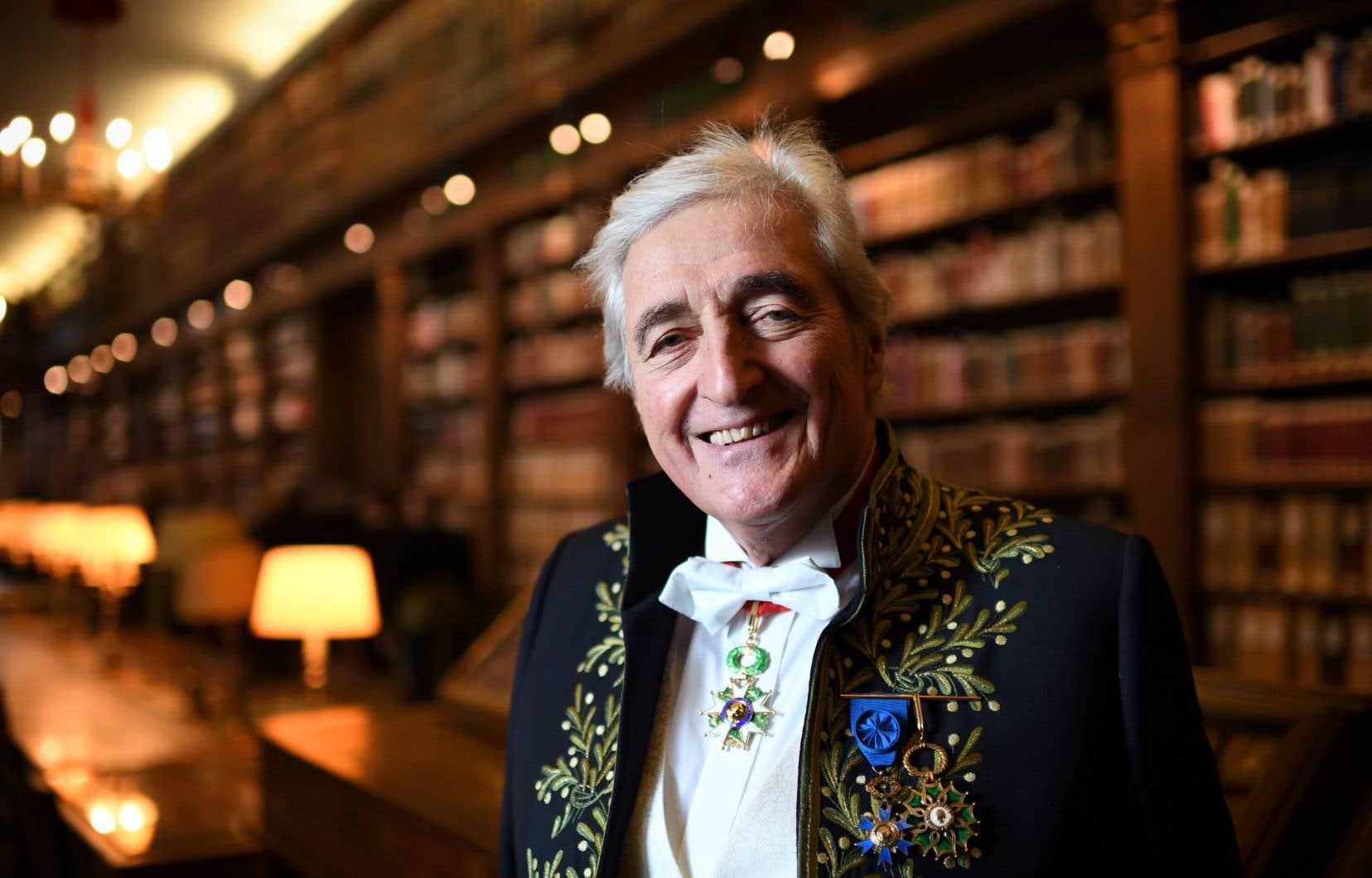 Jean-Loup Dabadie a été élu en 2008 et reçu l'année suivante à l'Académie française.