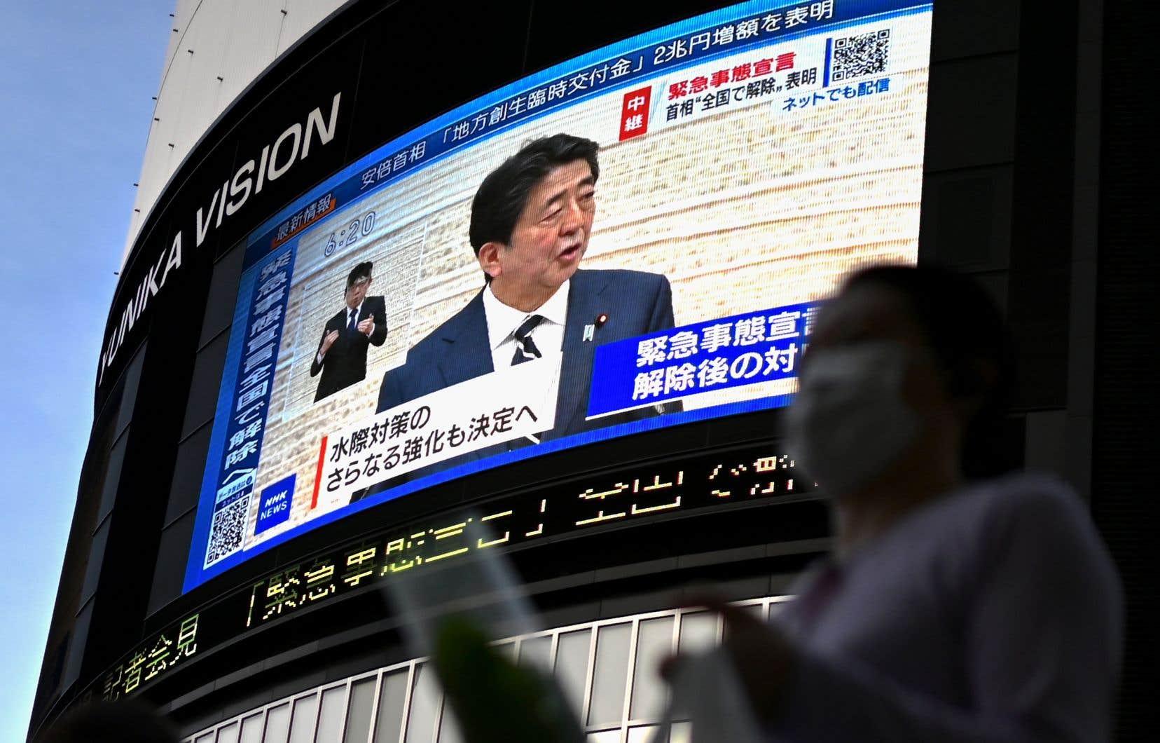 Le premier ministre japonais, ShinzoAbe a appelé lundi à la prudence et à s'adapter à «une nouvelle normalité».