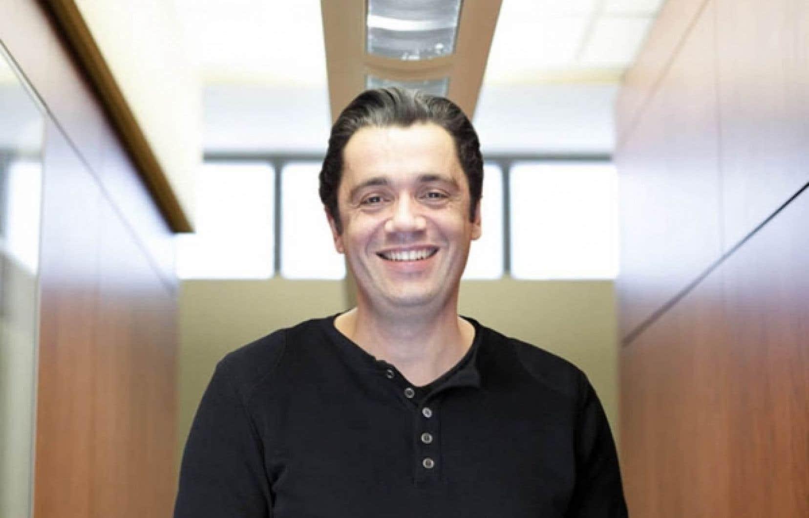 Vincent Dumez, dont les quotidien &laquo;est rythm&eacute; par trois maladies chroniques&raquo;, a pris la t&ecirc;te du nouveau bureau de l&rsquo;expertise patient partenaire de la Facult&eacute; de m&eacute;decine de l&rsquo;UdeM.<br />