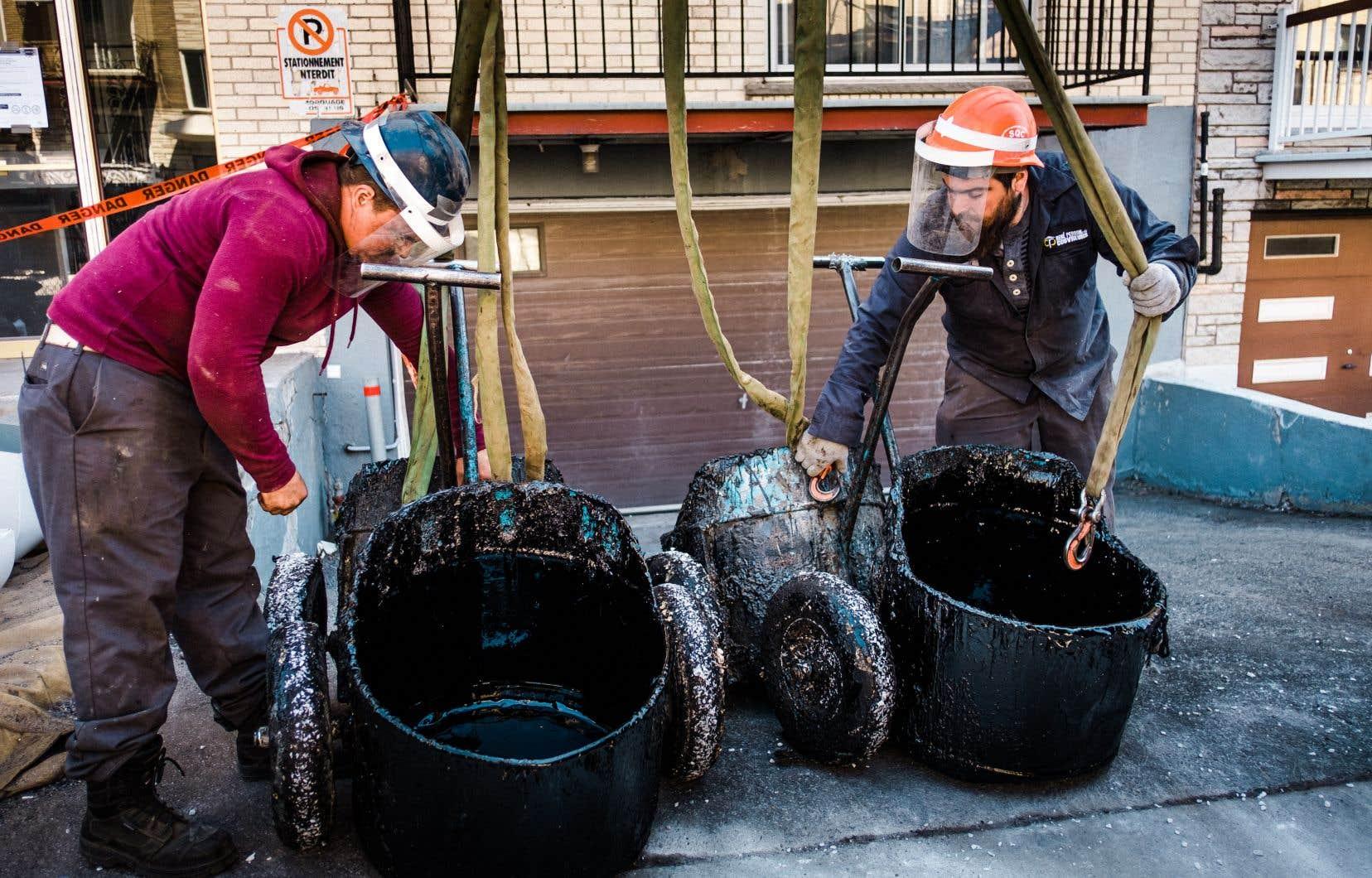 Des travailleurs de la construction résidentielle à Montréal
